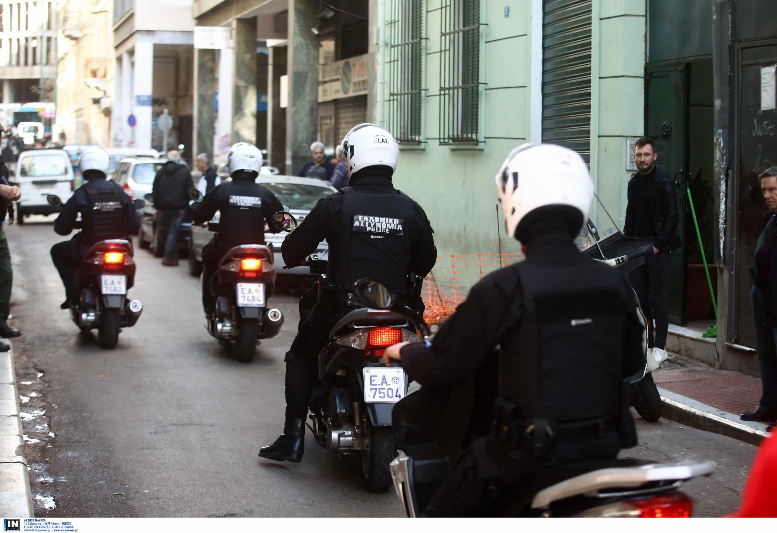Γαλάτσι – Απάντηση της ΕΛ.ΑΣ.: Ο σκύλος δάγκωσε τον αστυνομικό