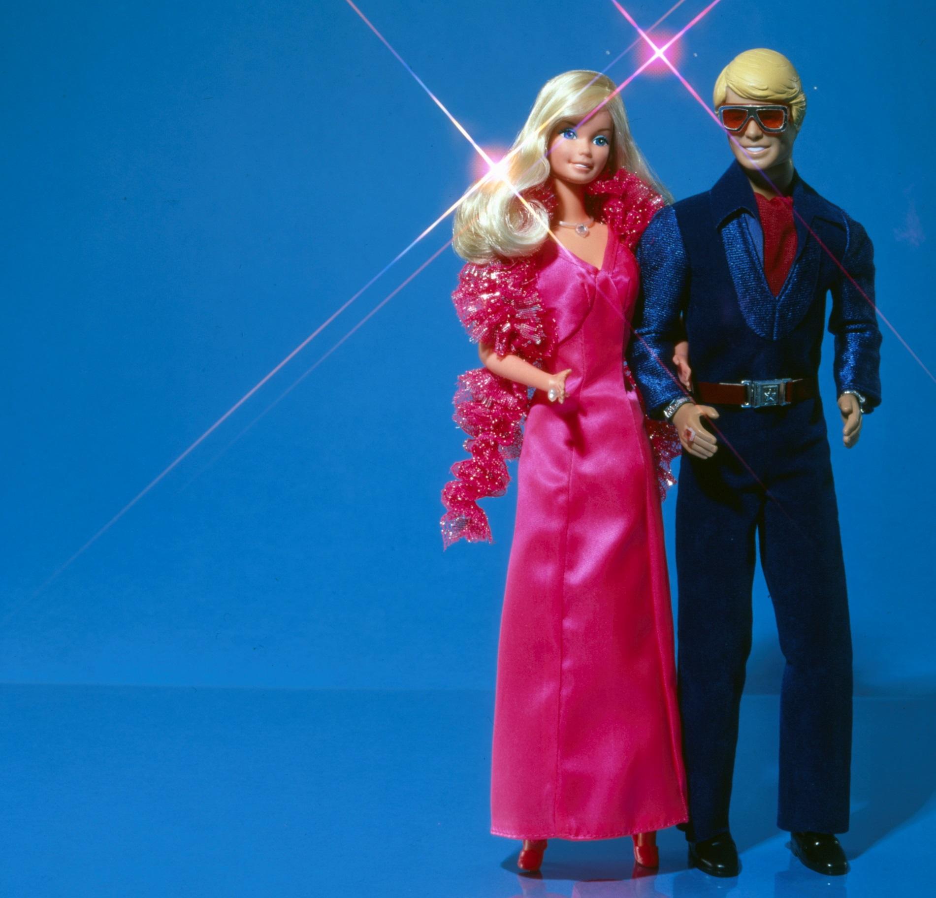 Η Barbie και ο Ken περπάτησαν στην πασαρέλα του οίκου Balmain (pics, vid)