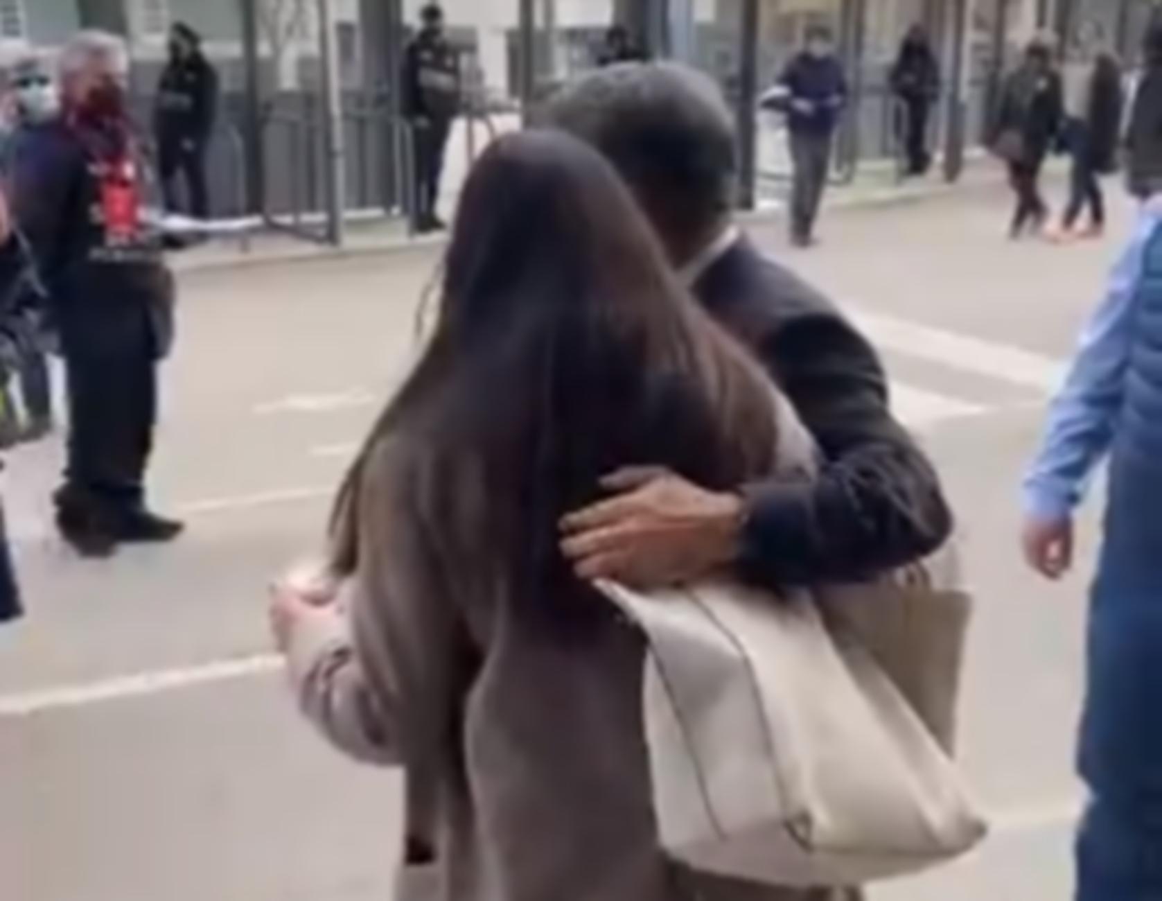 Απίστευτο: Υποψήφιος πρόεδρος της Μπαρτσελόνα την «έπεσε» σε ανήλικη on camera