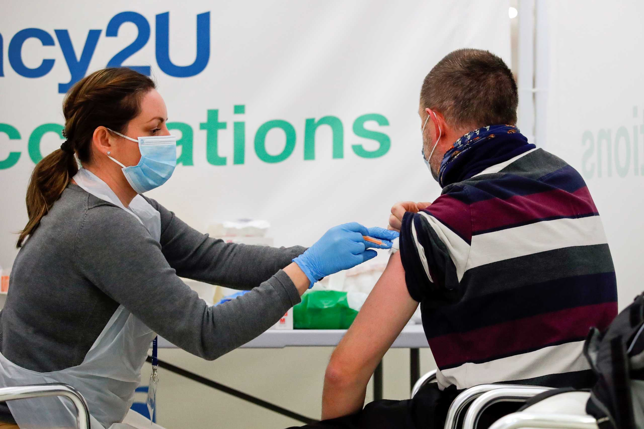 Κορονοϊός: Η Βρετανία δεν «μοιράζεται» τα παραπάνω εμβόλια της ούτε με την Ιρλανδία!