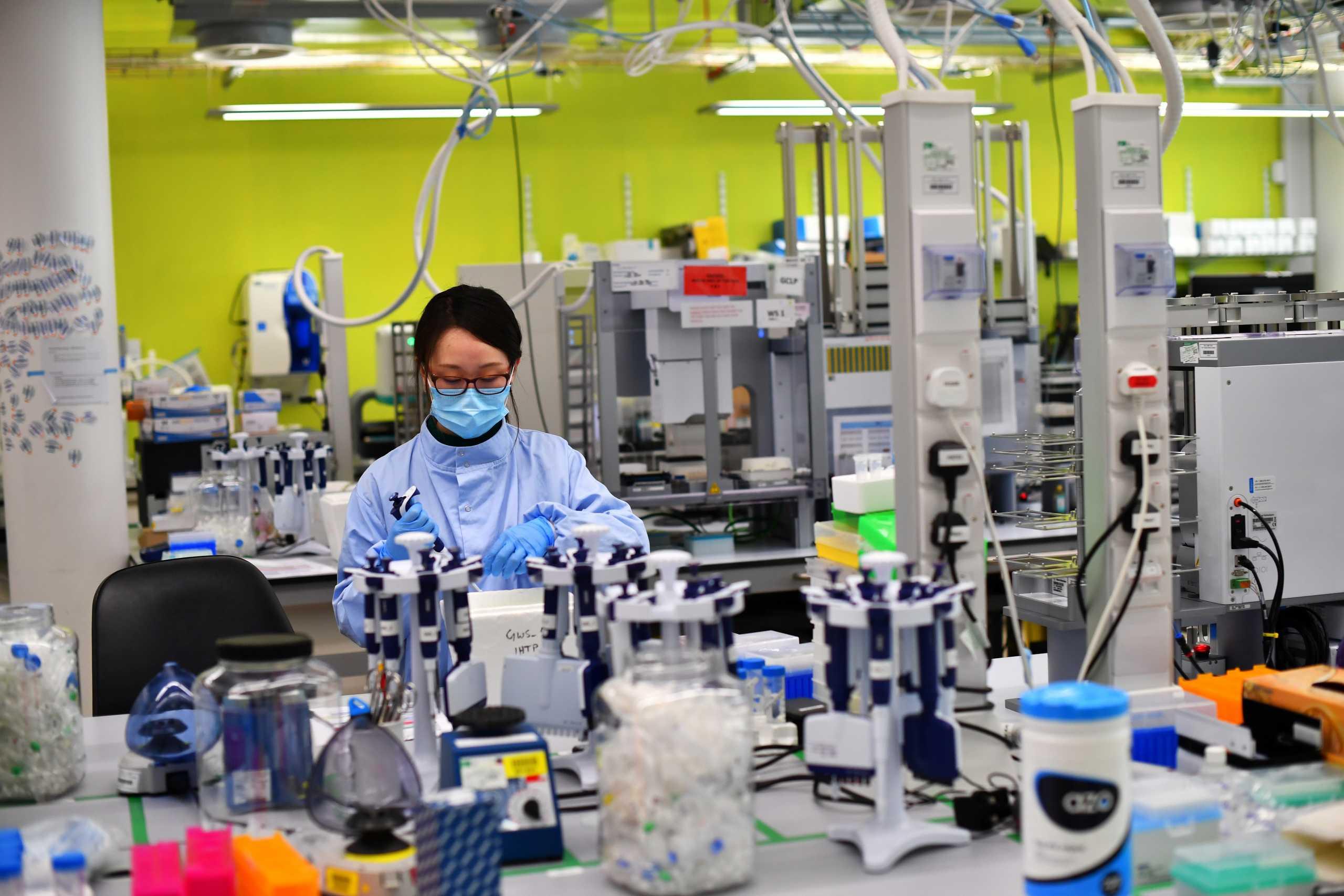 Ελβετία: Συνεργασία Novartis με Roche για την παραγωγή φαρμάκου κατά του κορονοϊού