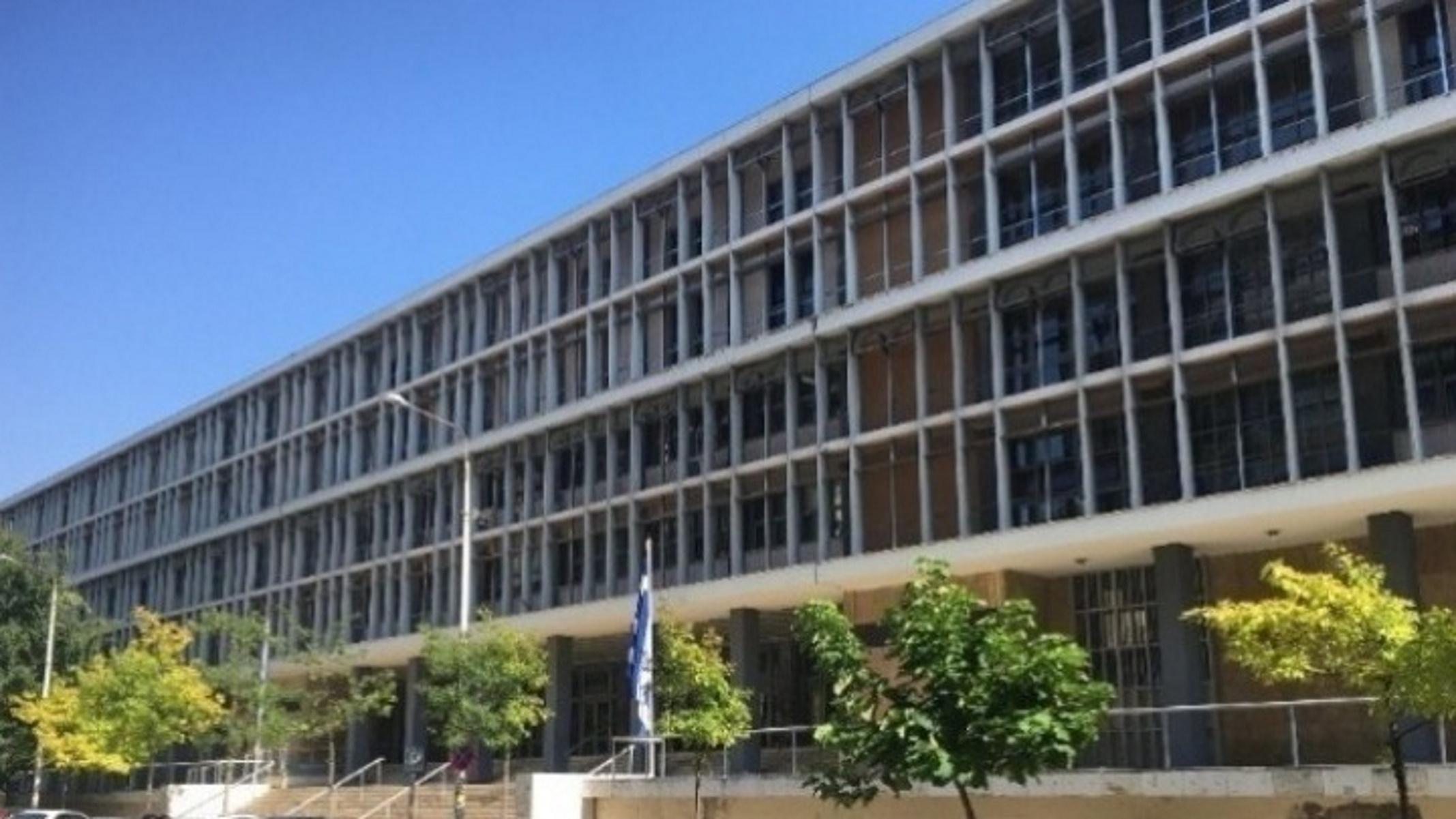 Δικηγόροι έξω από το δικαστικό μέγαρο Θεσσαλονίκης: «Η Δικαιοσύνη σε αναστολή»