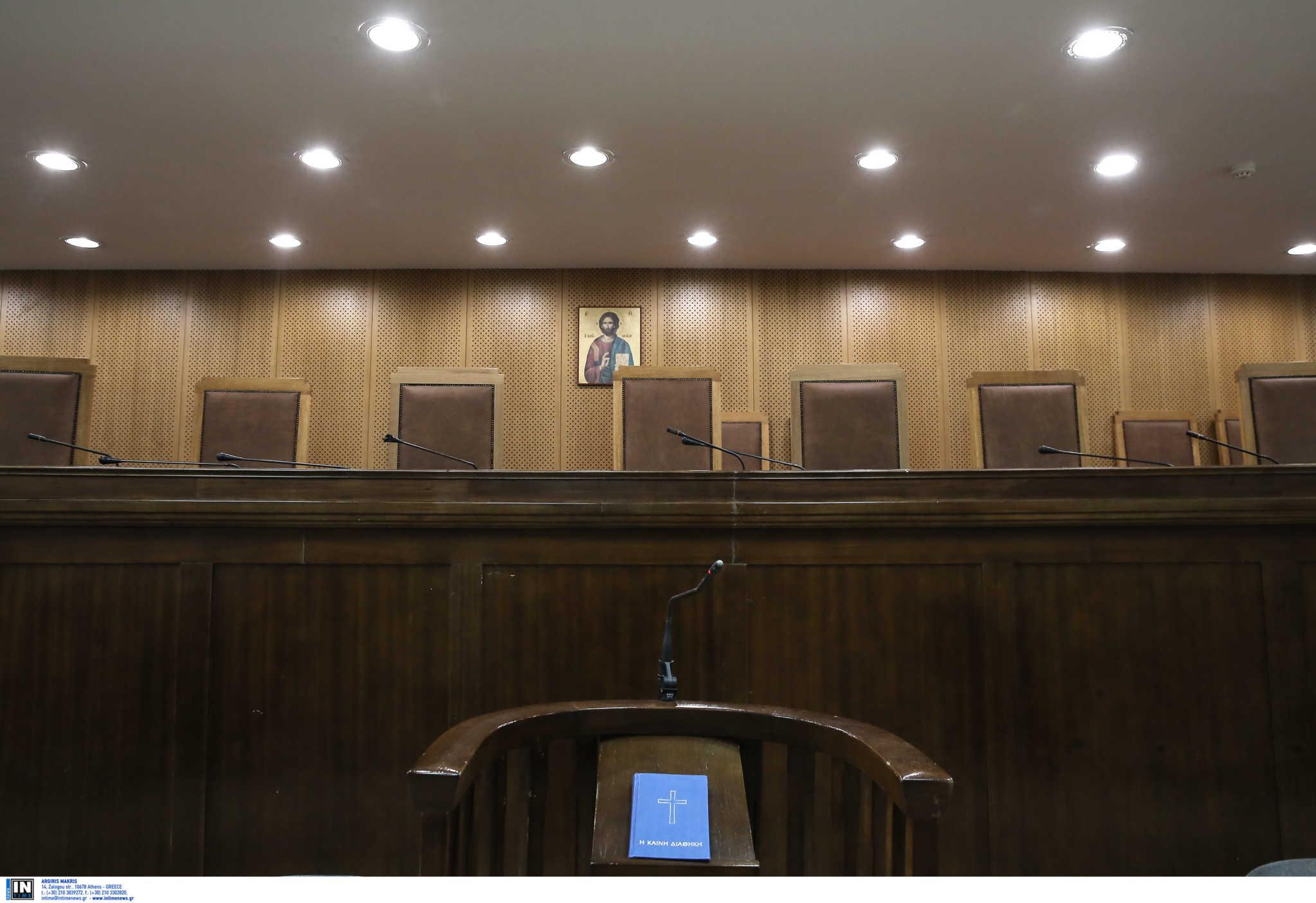 Ένωση Εισαγγελέων: Να γίνει κατ' εξαίρεση εμβολιασμός στους δικαστικούς