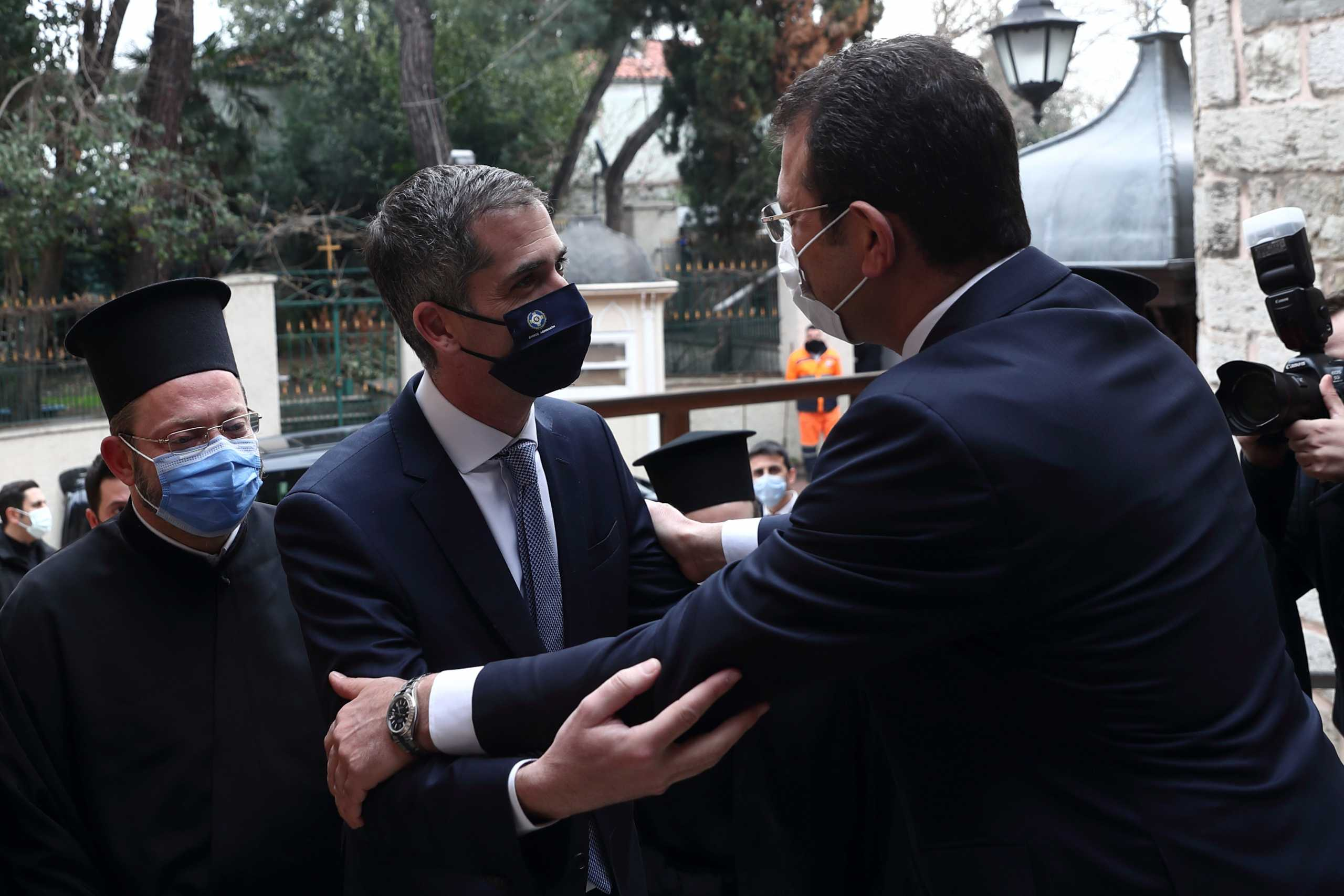 «Να χτίσουμε μια γέφυρα ειρήνης Αθήνας – Κωνσταντινούπολης» – Στο Οικουμενικό Πατριαρχείο οι δύο δήμαρχοι Μπακογιάννης και Ιμάμογλου (pics)