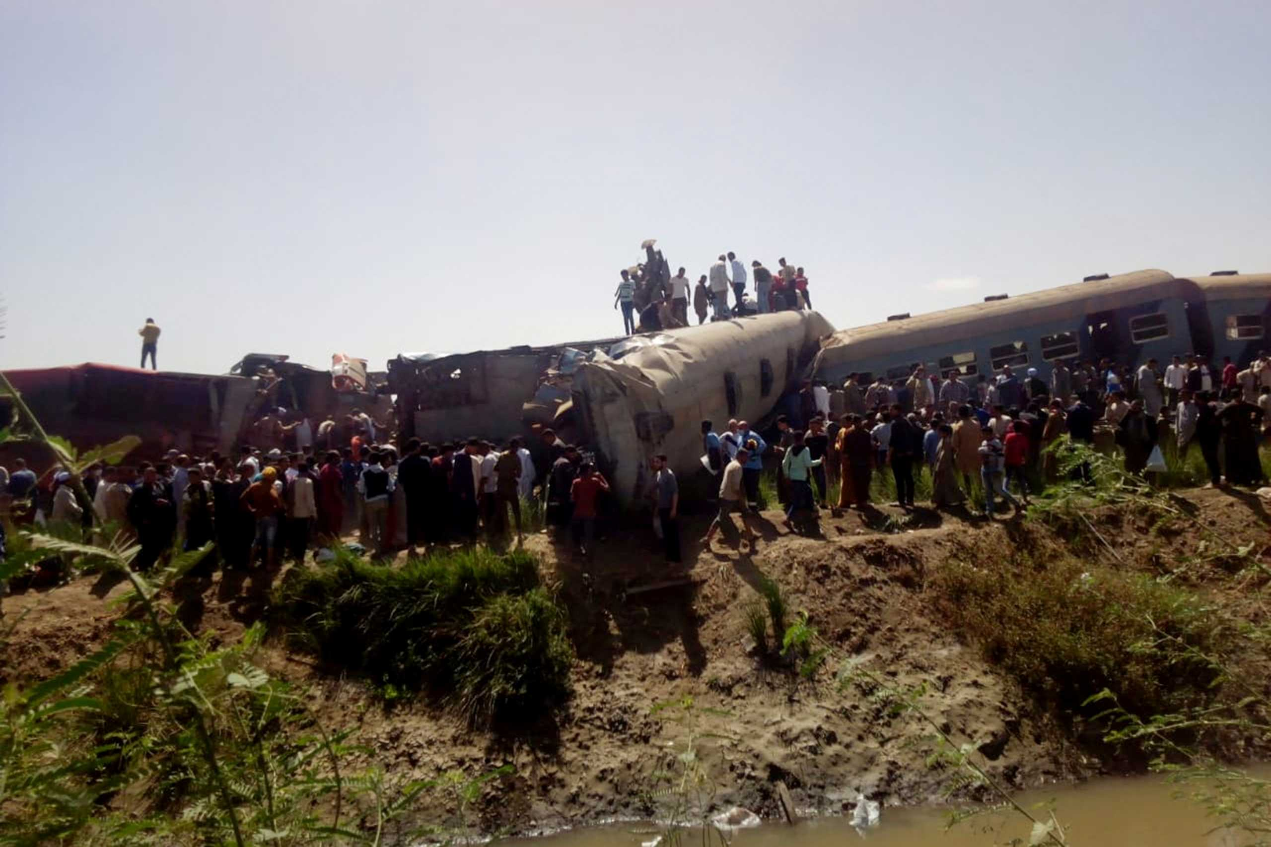 Σύγκρουση τρένων στην Αίγυπτο: Πώς έγινε το δυστύχημα με τους 32 νεκρούς (pics, vids)