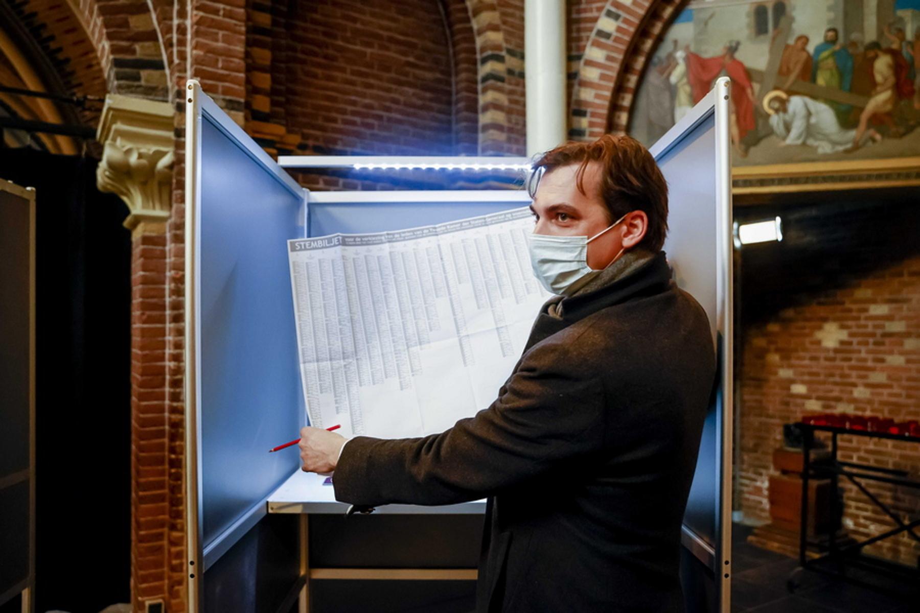 Ολλανδία: Εκλογές προσαρμοσμένες στην πανδημία –Το κόκκινο μολύβι και ο κίνδυνος μετάδοσης