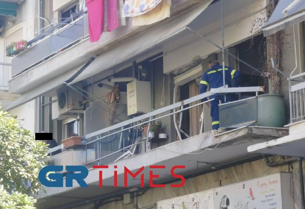 Θεσσαλονίκη: Έκρηξη ισοπέδωσε διαμέρισμα – Σώθηκε από θαύμα ο άντρας που βρισκόταν μέσα (video)