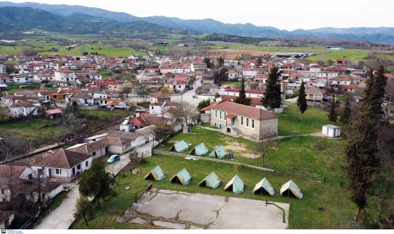 Σεισμός στην Ελασσόνα: «Αγώνας» για να στεγαστούν οι κάτοικοι – Διαρκείς μετασεισμοί