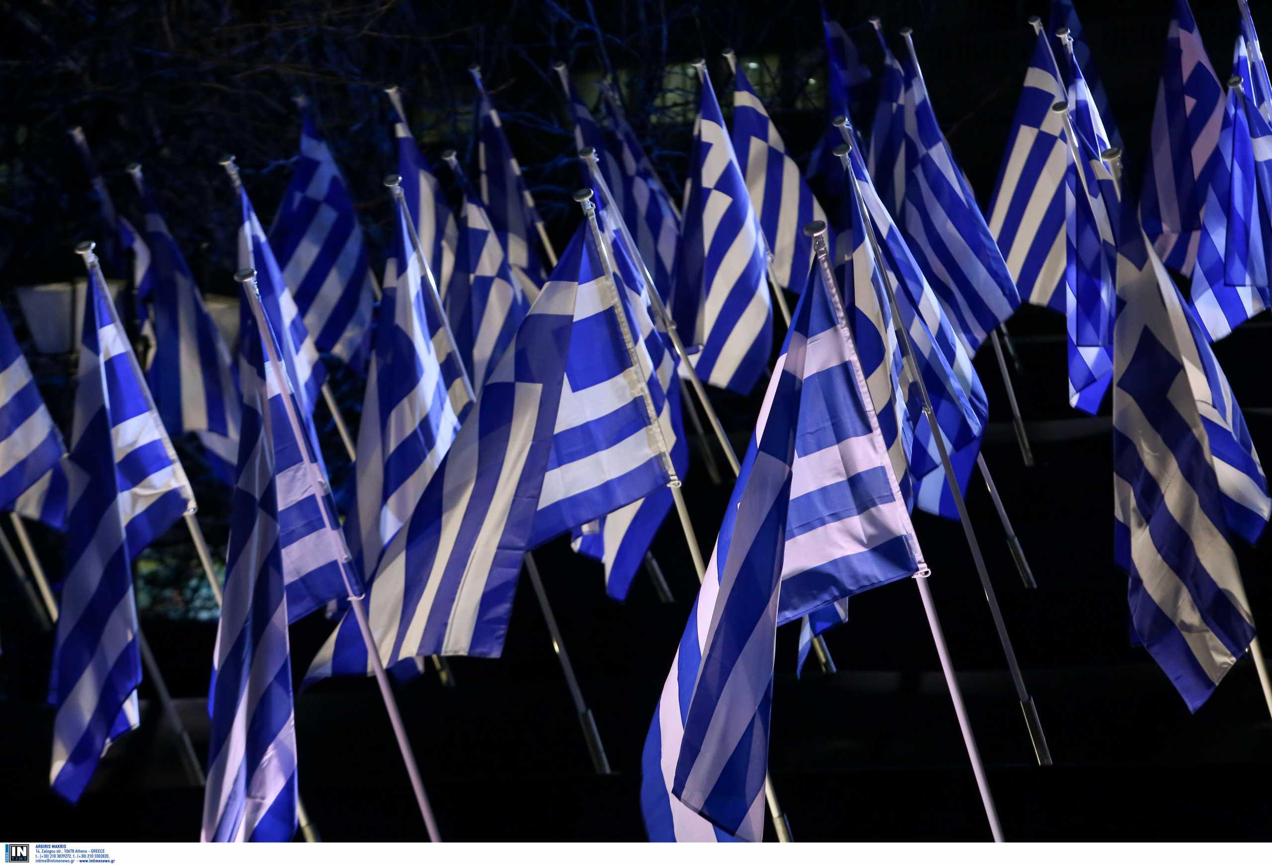 Σε ποιο νησί υψώθηκε για πρώτη φορά η ελληνική σημαία με το λευκό σταυρό σε γαλανό φόντο