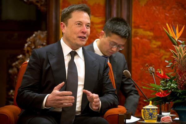 Elon Musk: Δεν είμαστε κατάσκοποι στην Tesla!