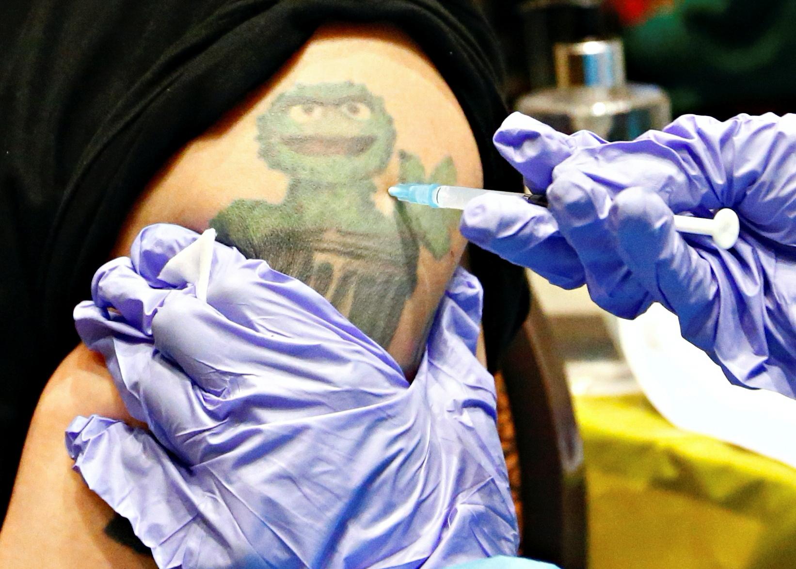 εμβόλιο Βρετανία κορονοϊός