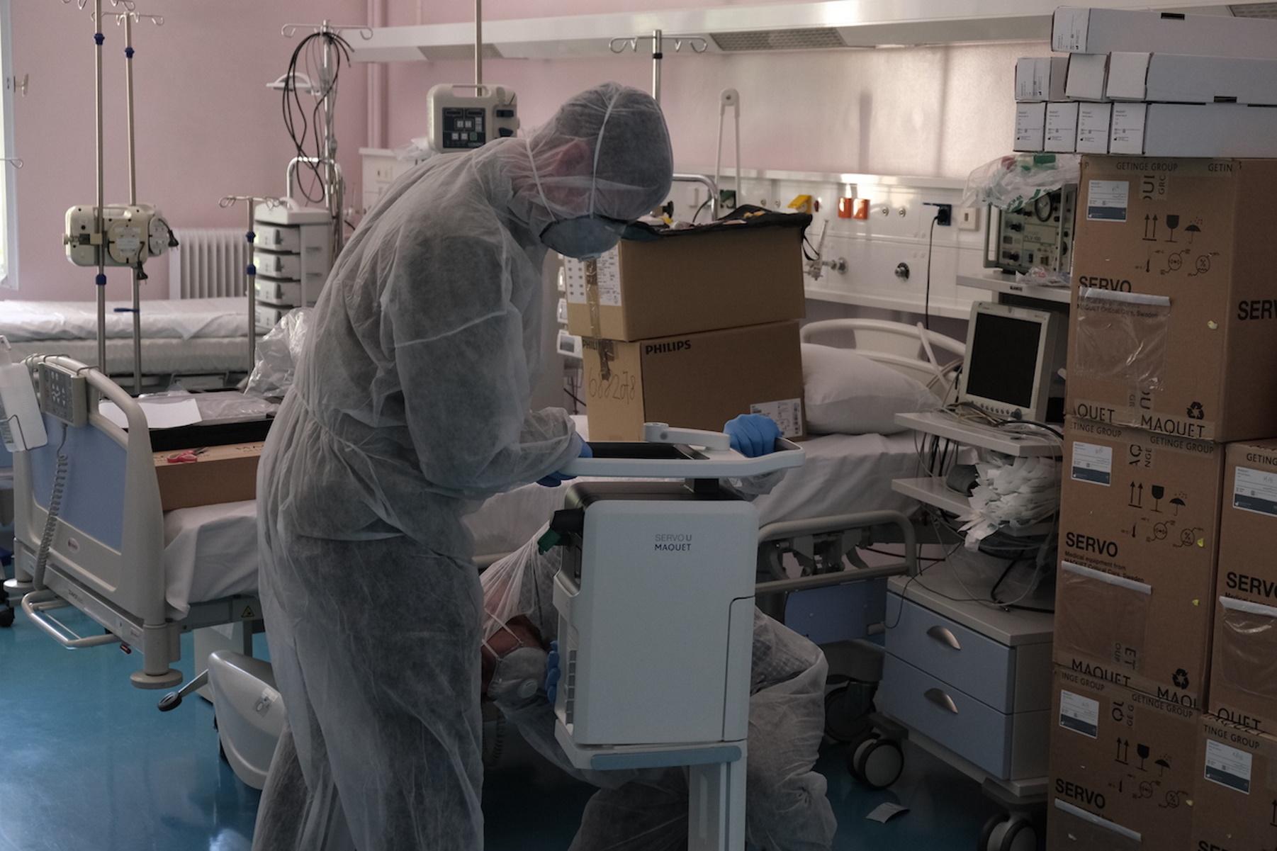 Συνεχίζεται η πίεση στο ΕΣΥ σε Αττική, Θεσσαλονίκη και Αχαΐα – Μειωμένοι οι εμβολιασμοί σε επιβαρυμένες περιοχές
