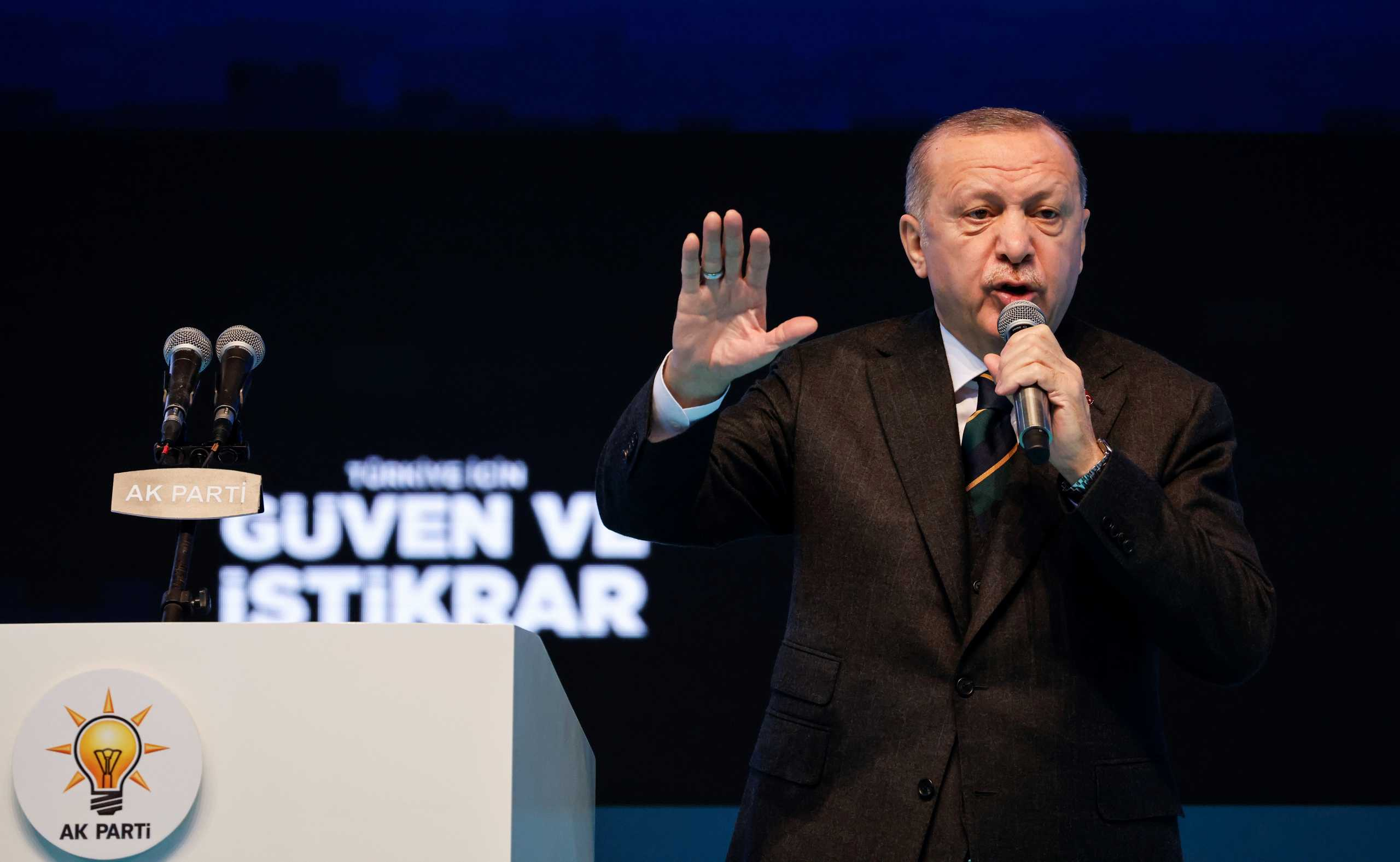 Τουρκία: Άρχισε τις διώξεις ο Ερντογάν – Συνέλαβαν τον «πατέρα» της «Γαλάζιας Πατρίδας»