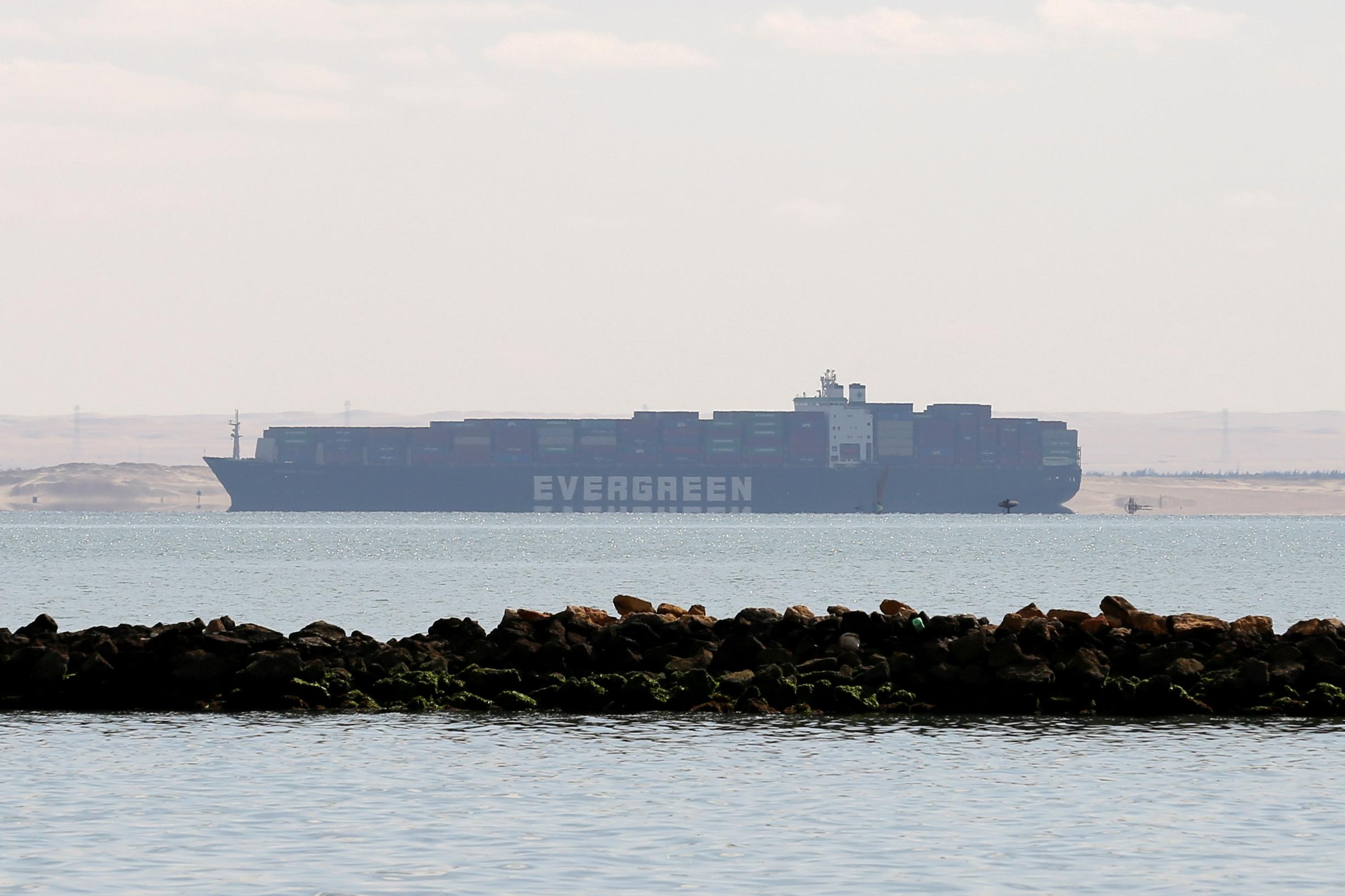 Διώρυγα του Σουέζ: Σε 3,5 μέρες θα αποκατασταθεί η κυκλοφορία των πλοίων