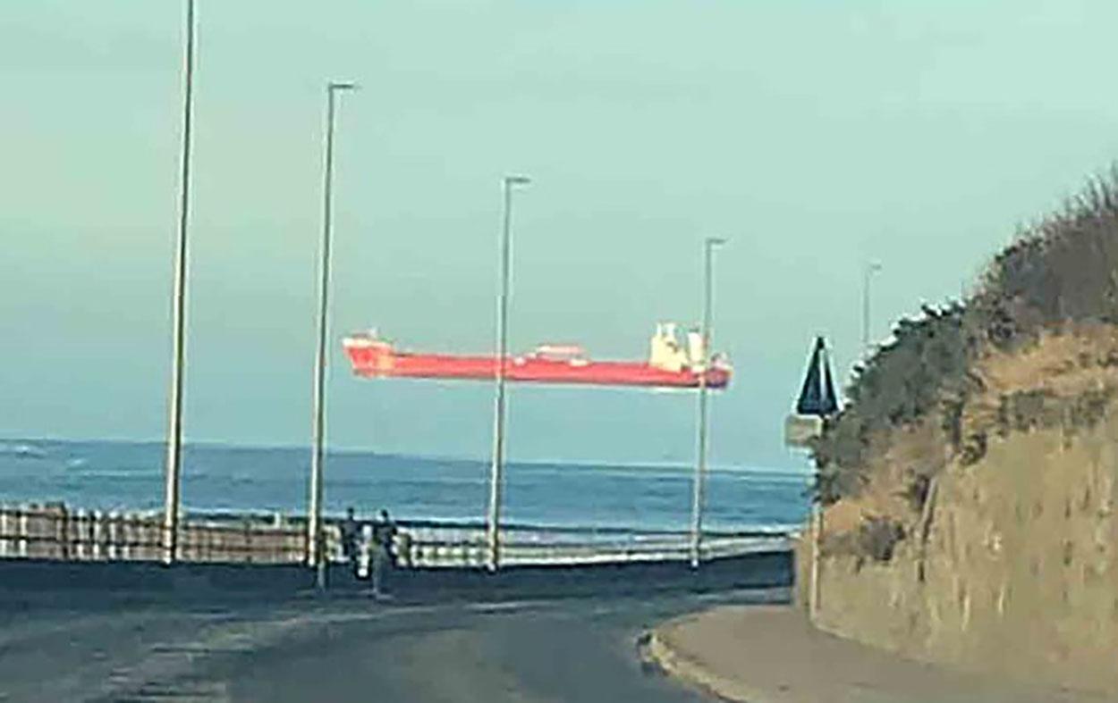 Γέμισαν οι βρετανικές θάλασσες «αιωρούμενα» πλοία! Τι είναι η Fata Morgana