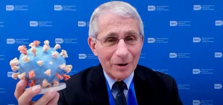 Ο δρ Άντονι Φάουτσι δώρισε το 3D μοντέλο κορονοϊού στο Εθνικό Μουσείο Αμερικανικής Ιστορίας Σμιθσόνιαν (vid)