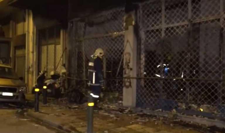 Φωτιά σε μαγαζί ρούχων στην Αθήνα – Εμπρηστικές επιθέσεις σε 2 αυτοκίνητα