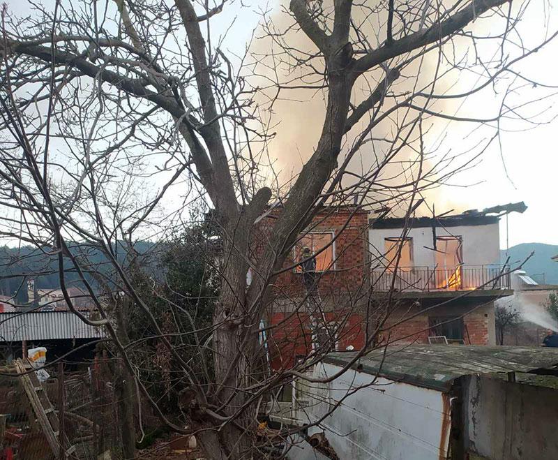 Καβάλα: Μαρτυρικός θάνατος σε φλεγόμενη μονοκατοικία – Η φωτιά τον κύκλωσε χωρίς να το καταλάβει (pics)