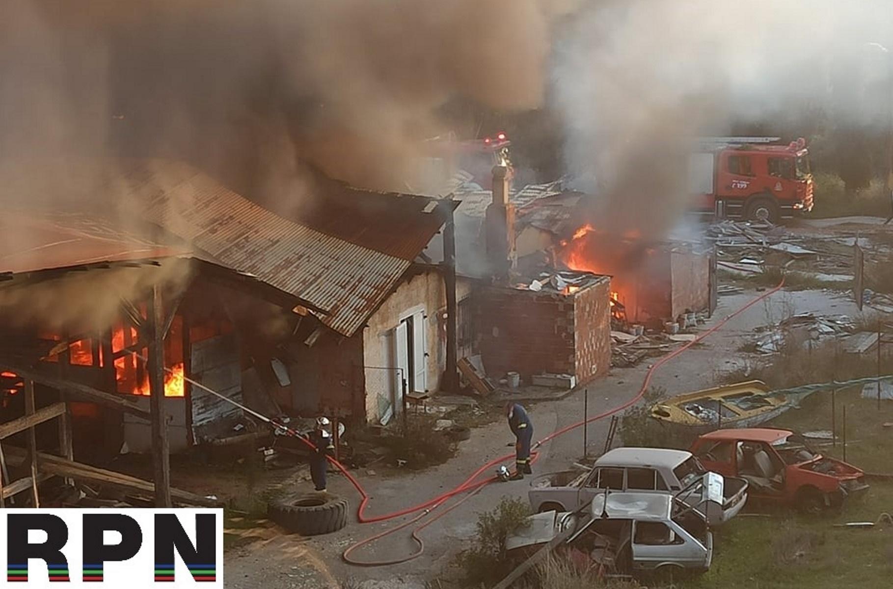 Φωτιά σε εργοστάσιο τούβλων στη Ραφήνα – Σοκαριστικές εικόνες (pics)