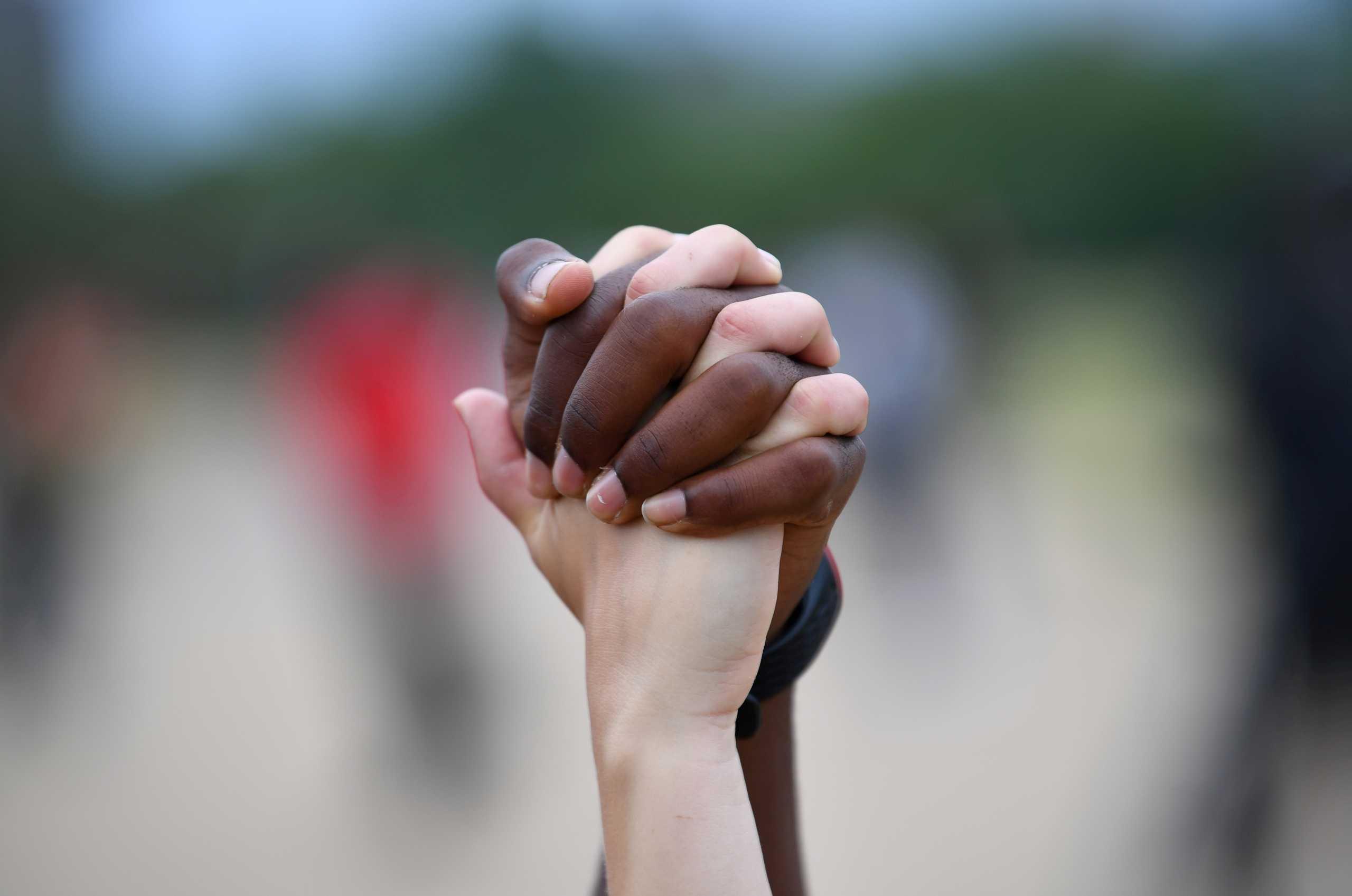 Βρετανία: Υπόδειγμα φυλετικής ισότητας αλλά χρειάζεται να γίνουν περισσότερα