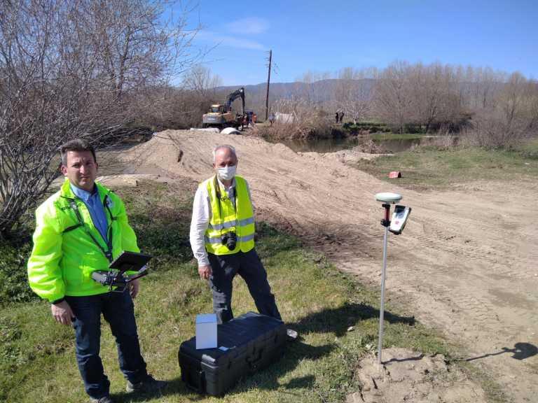 Σεισμός Ελασσόνα: Αυτοψία γεωλόγων στην παραποτάμια περιοχή του Μεσοχωρίου