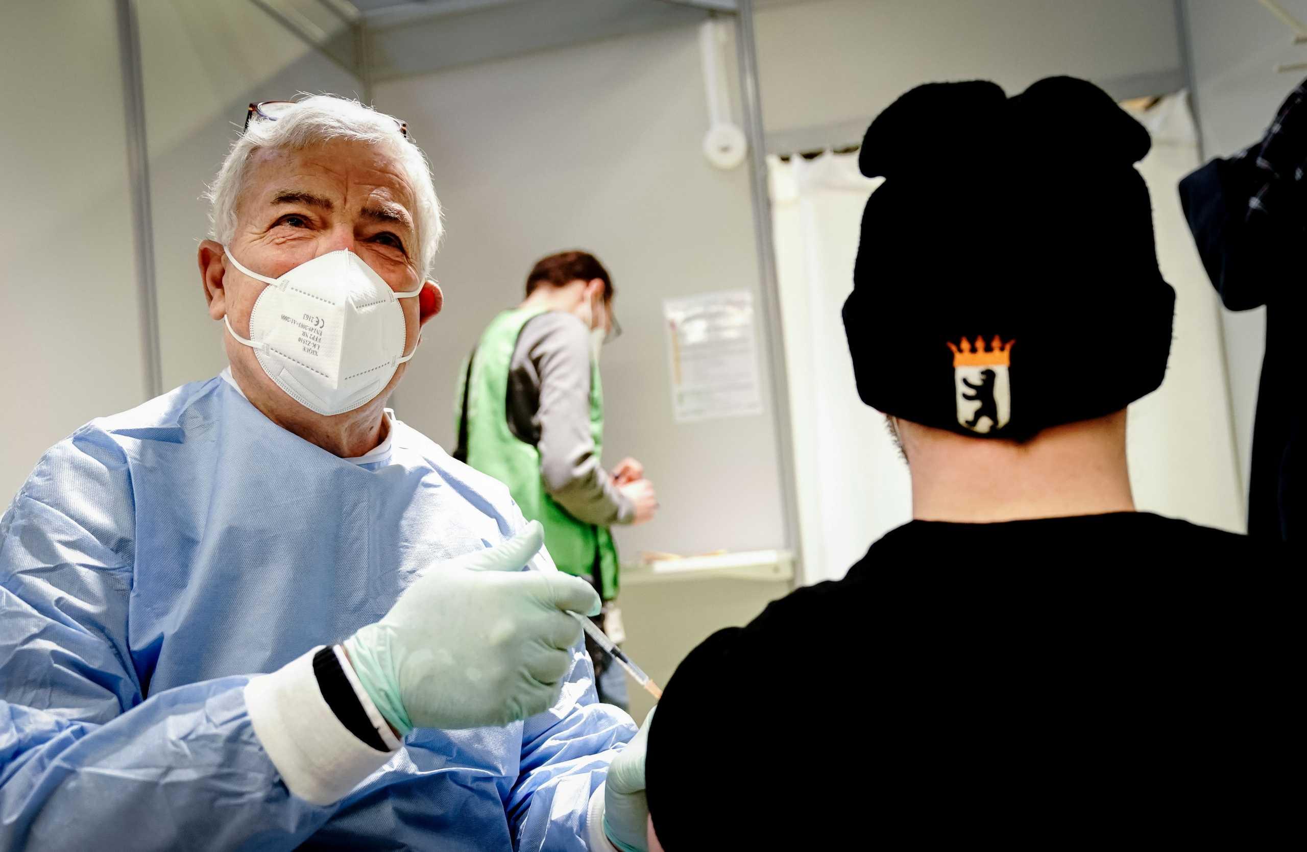 Γερμανία: Εμβόλια κατά του κορονοϊού και στα ιδιωτικά ιατρεία