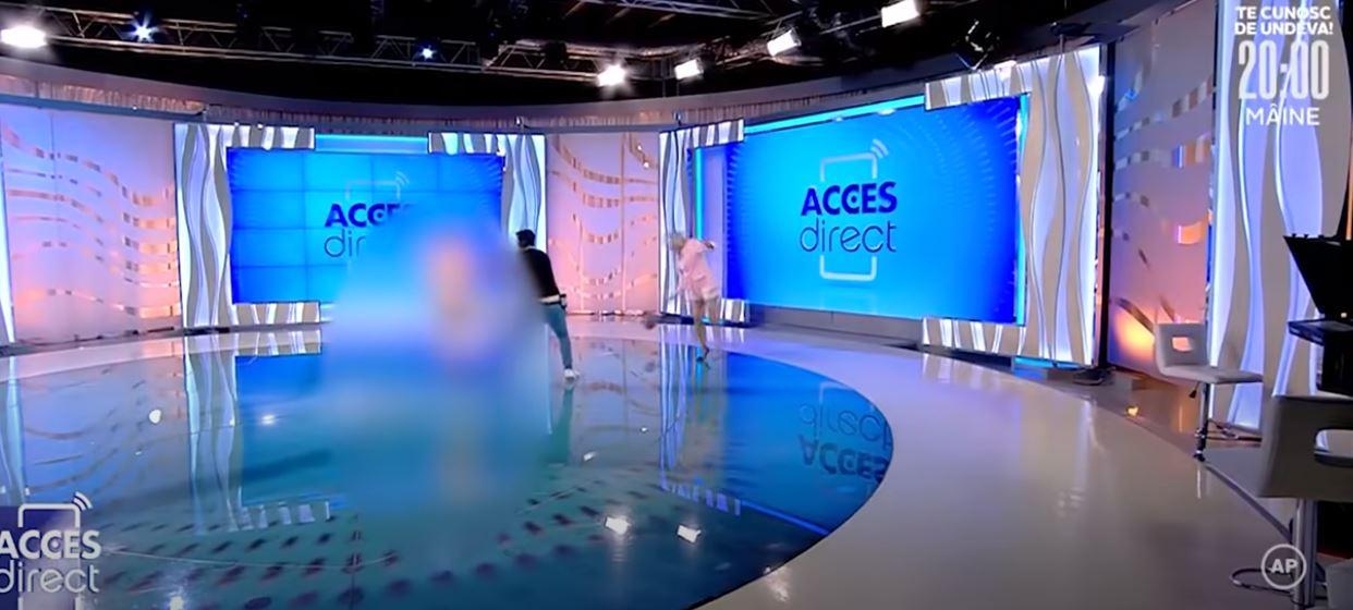 Απίστευτο σκηνικό:Γυναίκα μπουκάρει γυμνή σε στούντιο και πετάει πέτρα στην παρουσιάστρια (vid)
