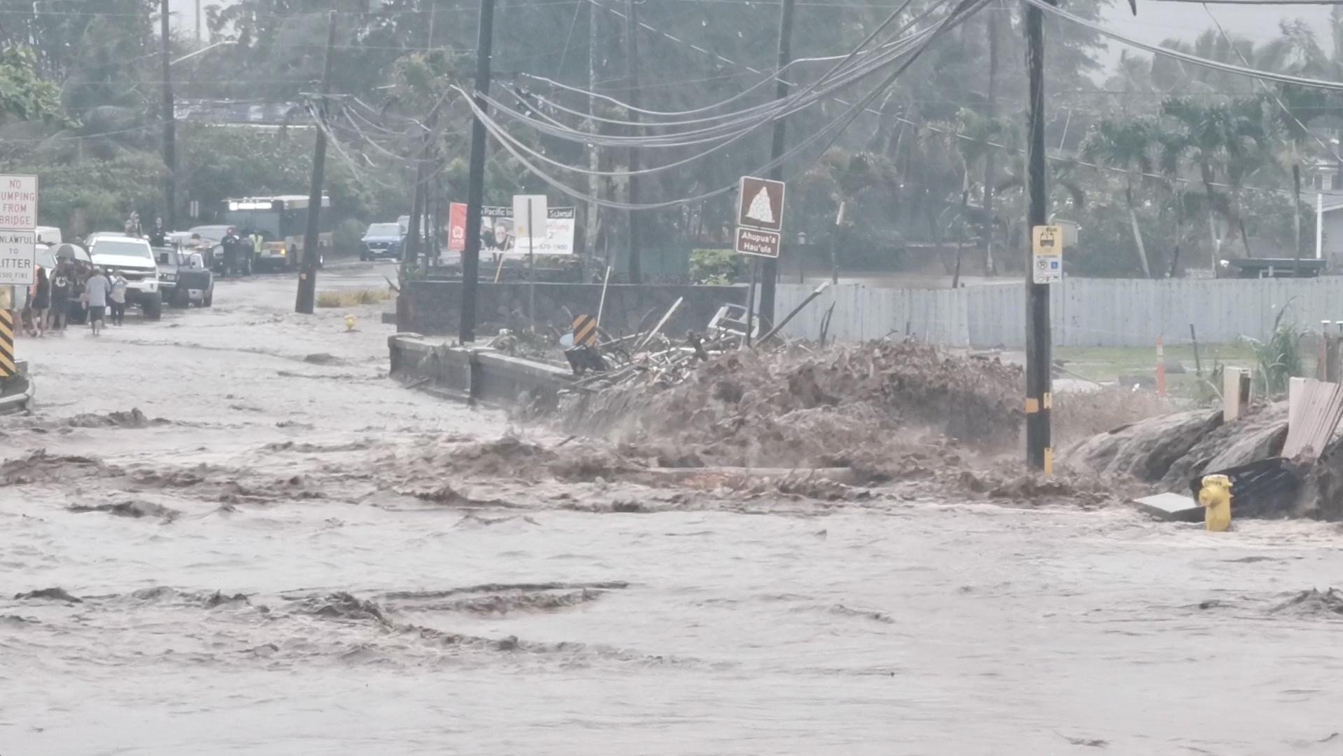 Σε κατάσταση έκτακτης ανάγκης η Χαβάη λόγω των πλημμυρών (pics)