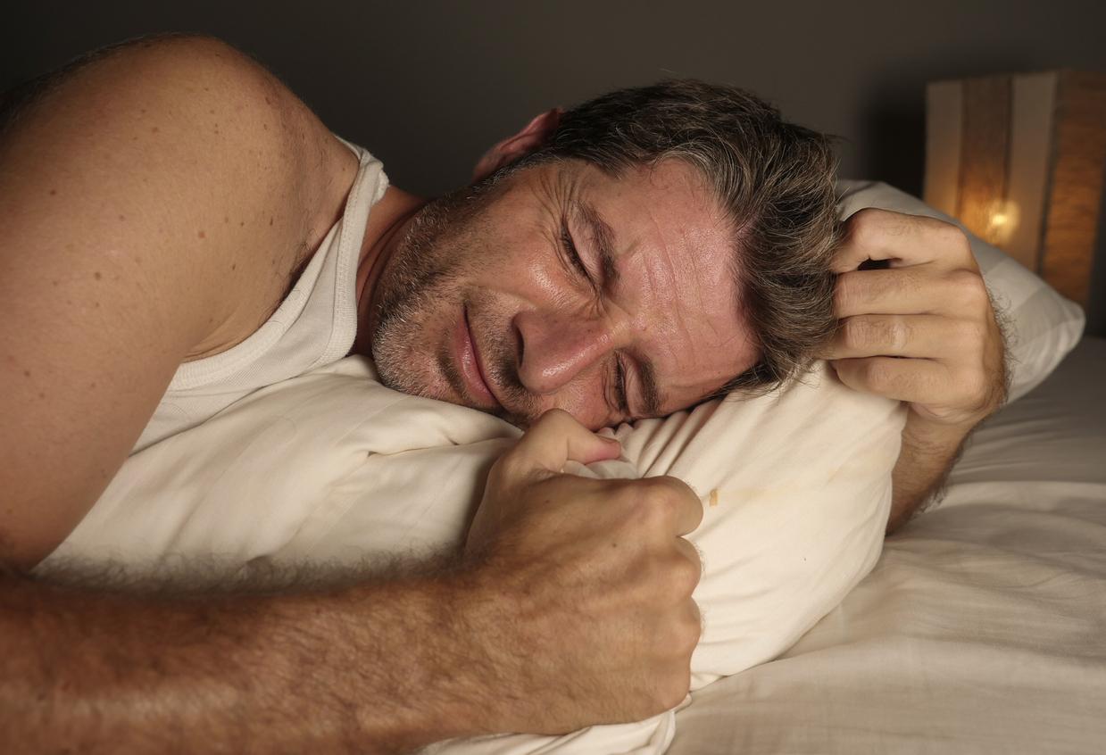 Τι μπορεί να σας συμβαίνει αν σας πονάνε τα γόνατά σας τη νύχτα