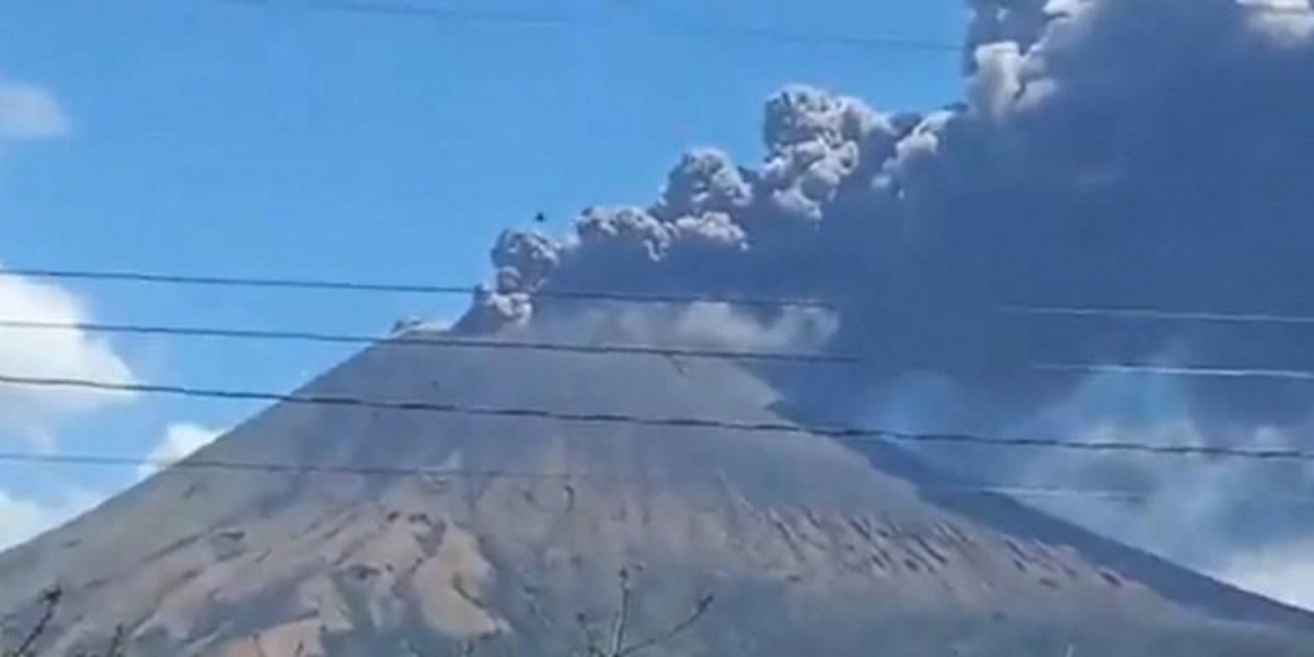 Νικαράγουα: Ισχυρές εκρήξεις στο ηφαίστειο Σαν Κριστόμπαλ – Συγκλονιστικές εικόνες (pics, vid)