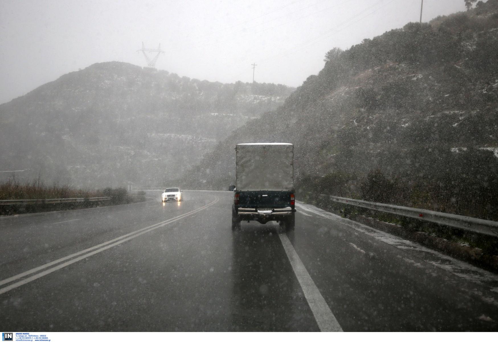 Καιρός αύριο: Ψυχρή εισβολή με βροχές και καταιγίδες – Σε ποιες περιοχές θα χιονίσει