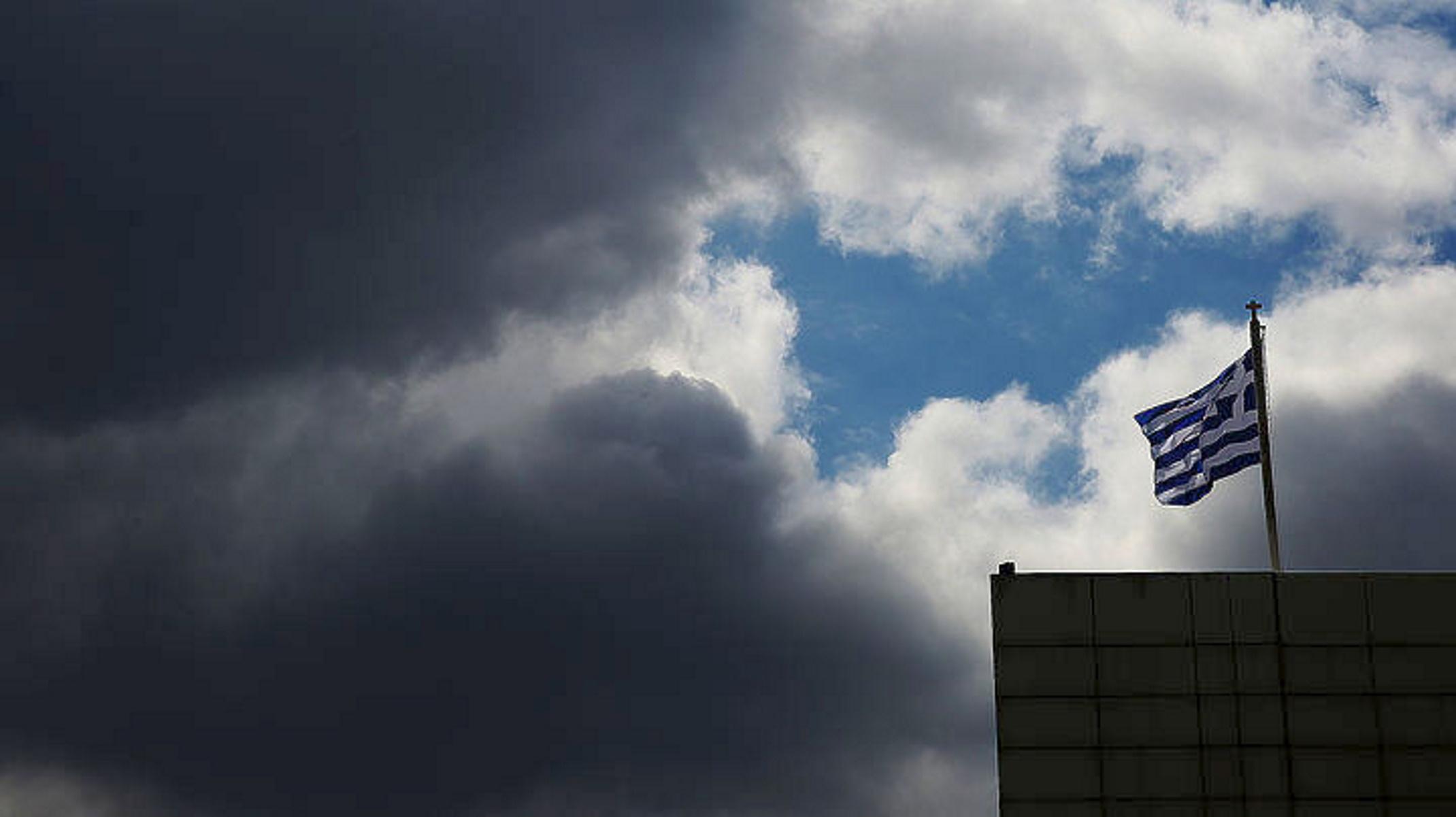 Καιρός σήμερα: Χαλάει με μπόρες και βροχές – Πού θα είναι έντονα τα φαινόμενα