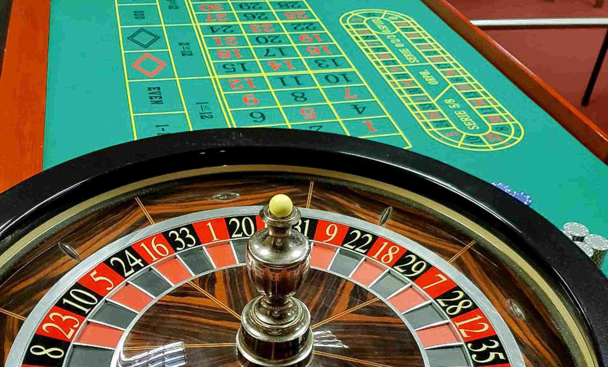 Καλλιθέα: Κατάστημα είχε μετατραπεί σε μίνι καζίνο – 23 συλλήψεις