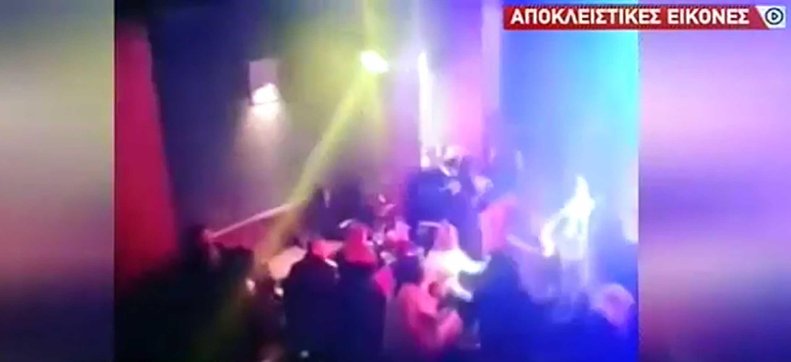 «Μέσα» στο νυχτερινό μαγαζί στη Λιοσίων – Έκαναν τους πελάτες και έγινε το «ντου» της αστυνομίας