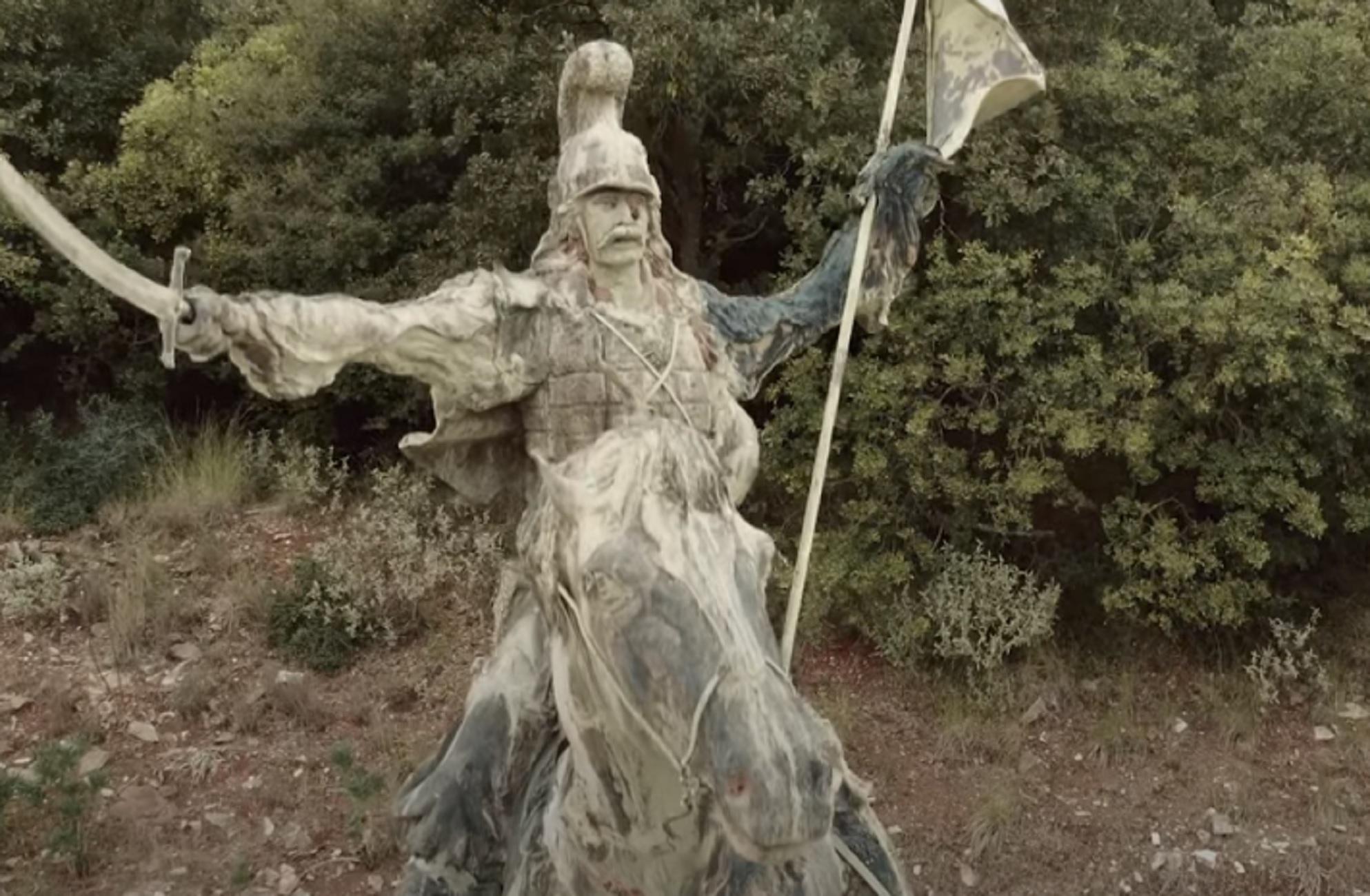 Μεσσηνία: Δείτε πως έχει γίνει το άγαλμα του Θεόδωρου Κολοκοτρώνη στον τόπο που γεννήθηκε (video)