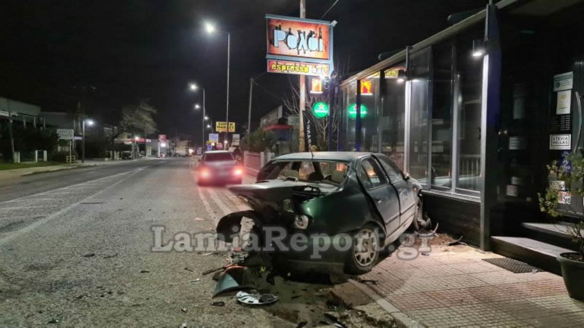 Λαμία: Μεθυσμένος οδηγός σκόρπισε τον τρόμο – Έριξε παρκαρισμένο ΙΧ σε καφετέρια (pics, vid)