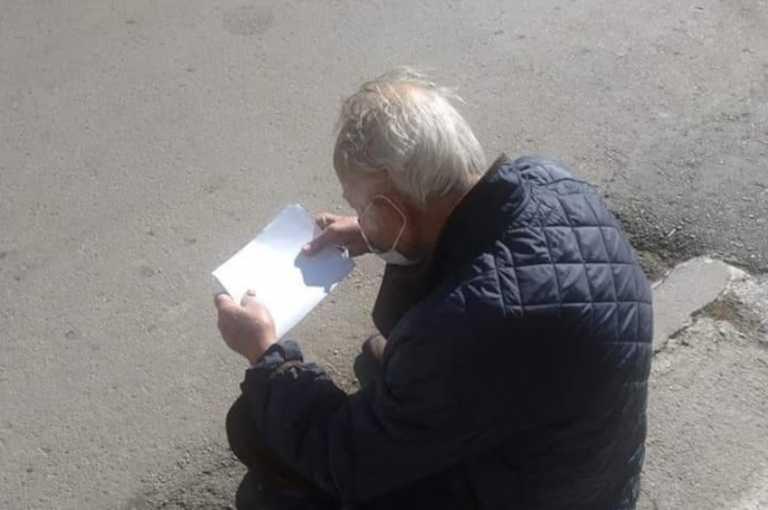 Λέσβος: Παράτησαν στη μέση του δρόμου 94χρονο με κορονοϊό (pics)