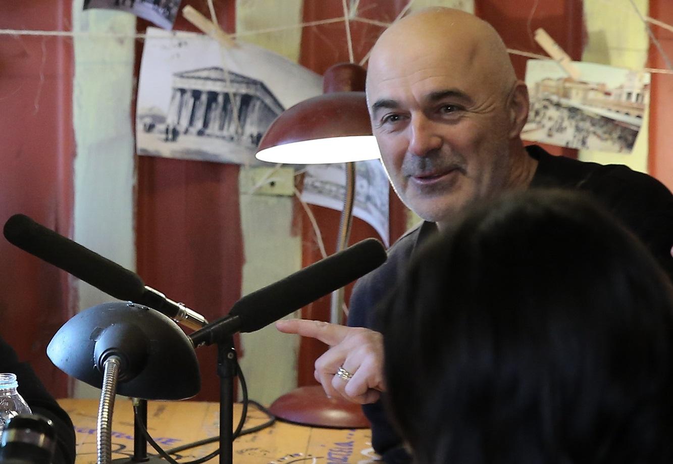 Λιβαθινός: «Είμαι γιος αναπήρου πολέμου» – Η απάντηση στην καταγγελία των ανάπηρων καλλιτεχνών