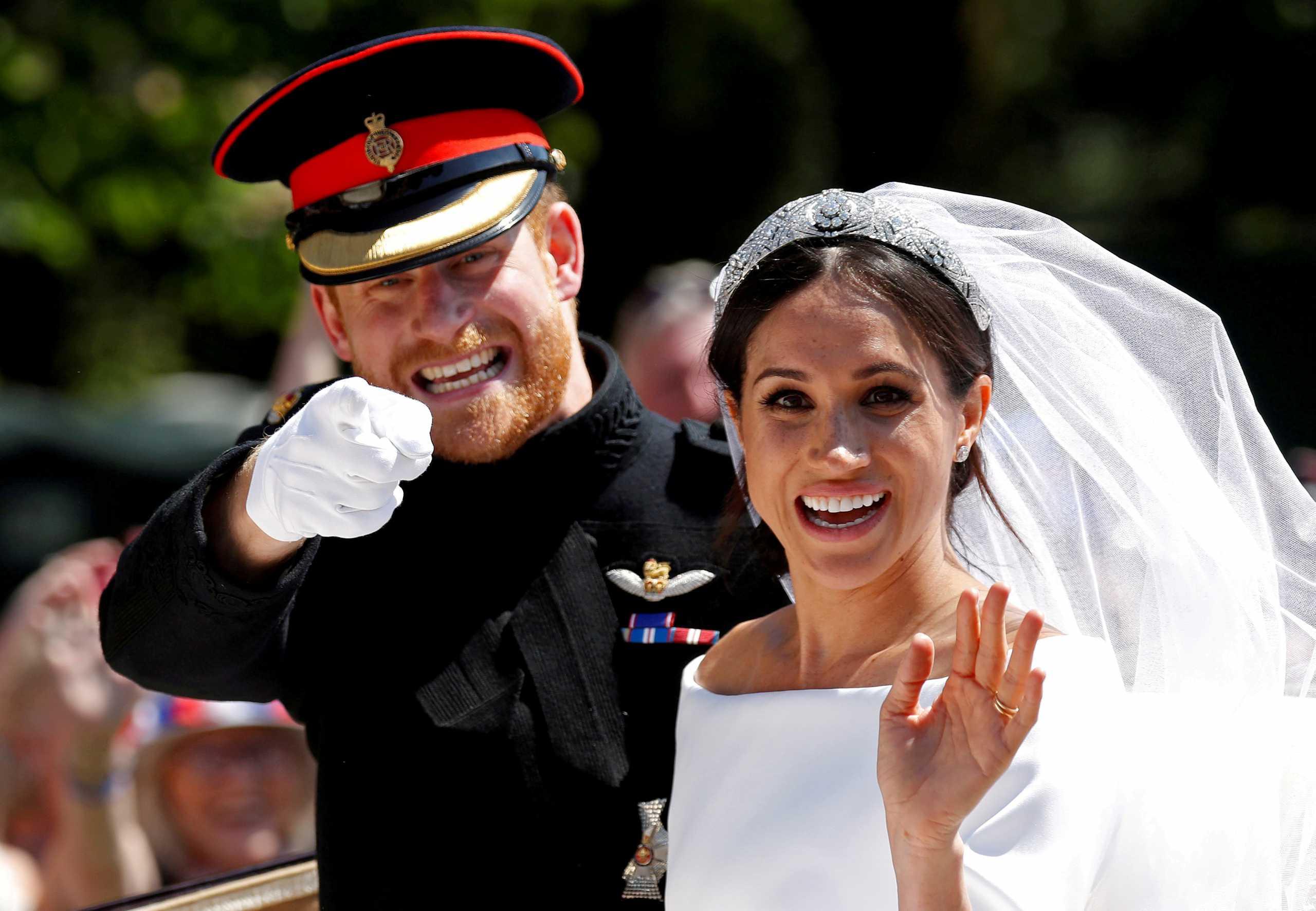 Αποκάλυψη: Αυτή ήταν η αντίδραση της βασίλισσας Ελισάβετ για το νυφικό της Μέγκαν Μαρκλ