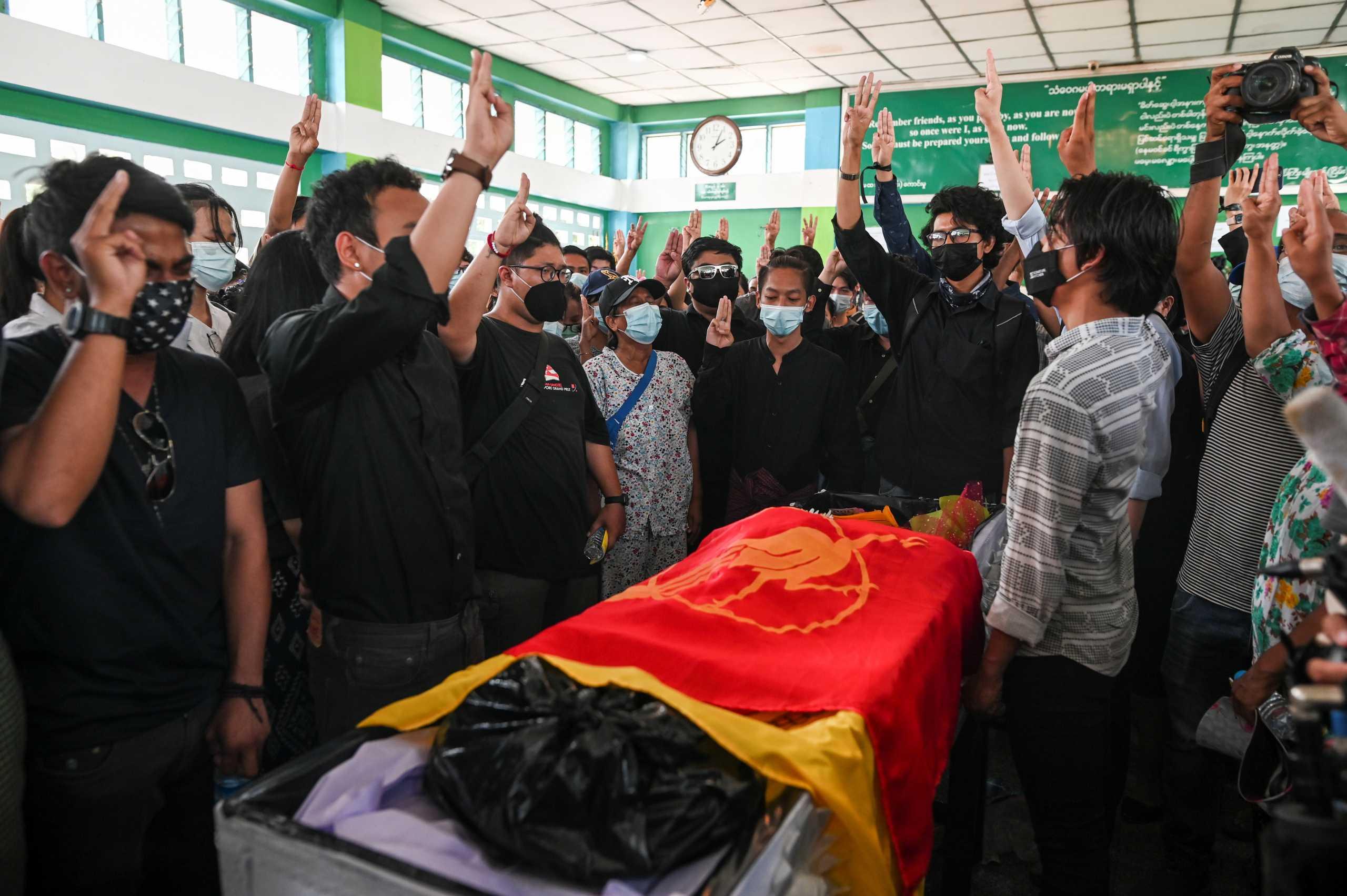 Πραξικόπημα στην Μιανμάρ: Πάνω από 149 οι νεκροί, εκατοντάδες οι αγνοούμενοι – 37 συλλήψεις δημοσιογράφων (vid)