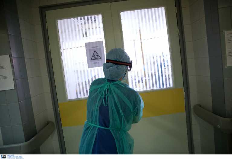 Κορονοϊός: Διπλασιάστηκαν σε μία ημέρα οι εισαγωγές στα νοσοκομεία – Πάνω από το όριο συναγερμού ο δείκτης θετικότητας