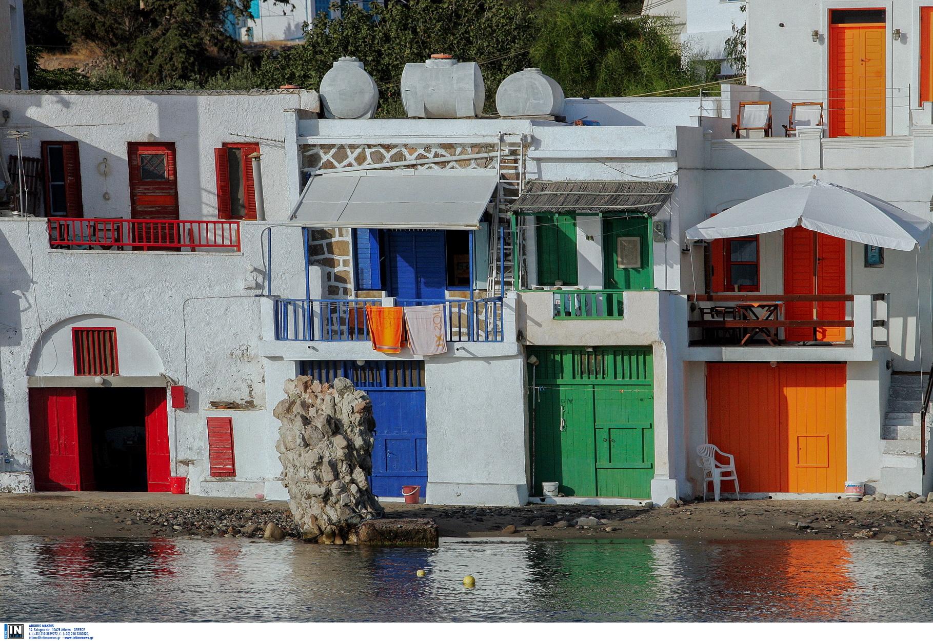 Πάχαινα: Ο ελληνικός οικισμός που μοιάζει χτισμένος μέσα στα βράχια