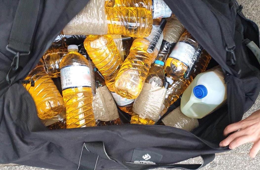 Πάτρα: Τα σακίδια πλάτης έκρυβαν 17 μολότοφ – Τι ψάχνουν τώρα οι αστυνομικοί