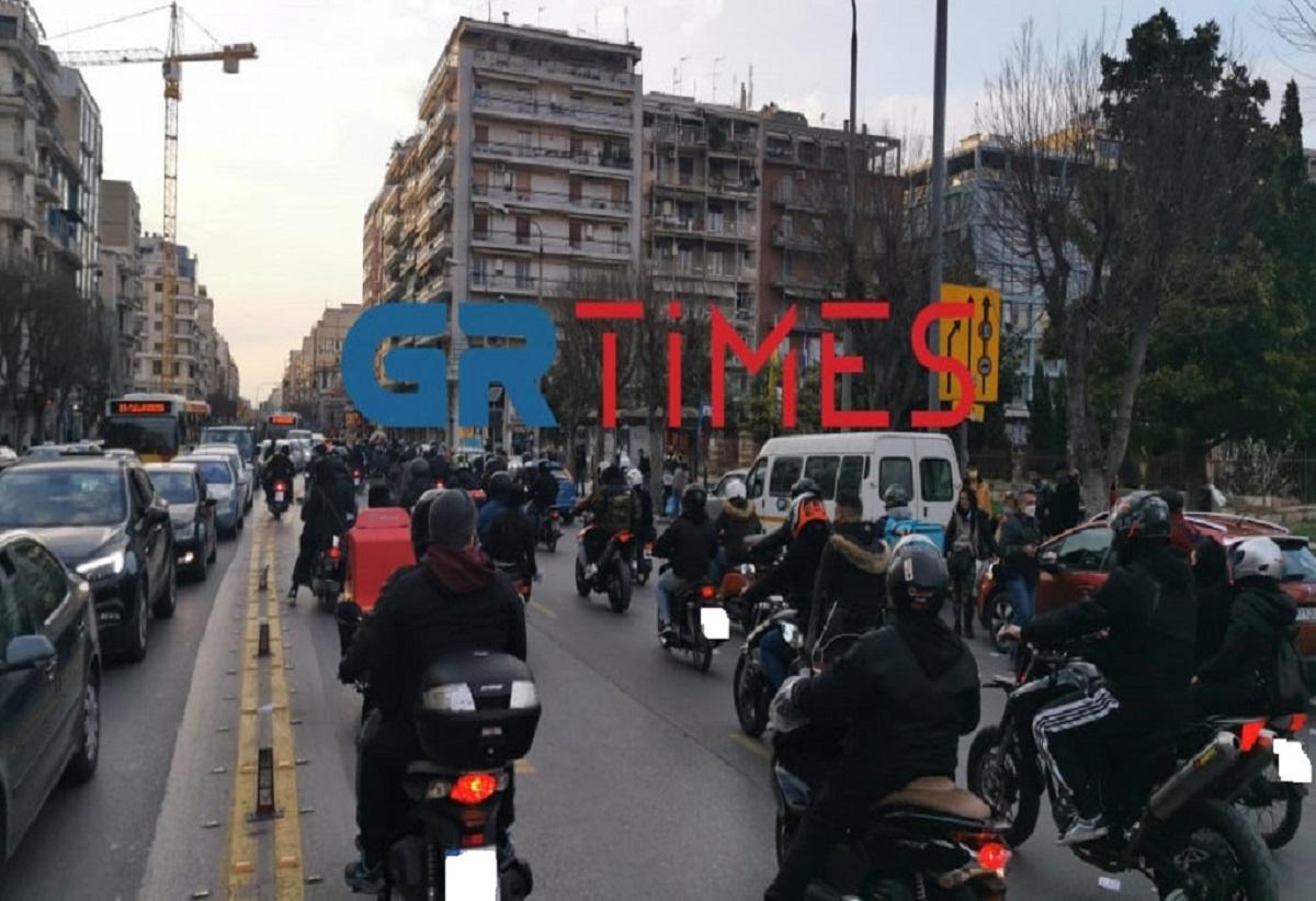 Μοτοπορεία στη Θεσσαλονίκη για τον θάνατο του 23χρονου Ιάσονα (video)