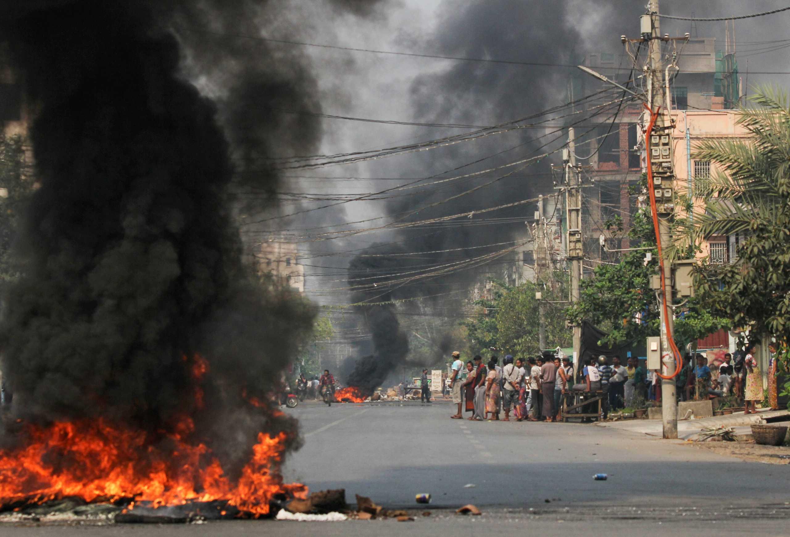 Μιανμάρ: Αιματοκύλισμα στις διαδηλώσεις κατά του πραξικοπήματος – 90 νεκροί ανάμεσά τους και πεντάχρονο αγόρι
