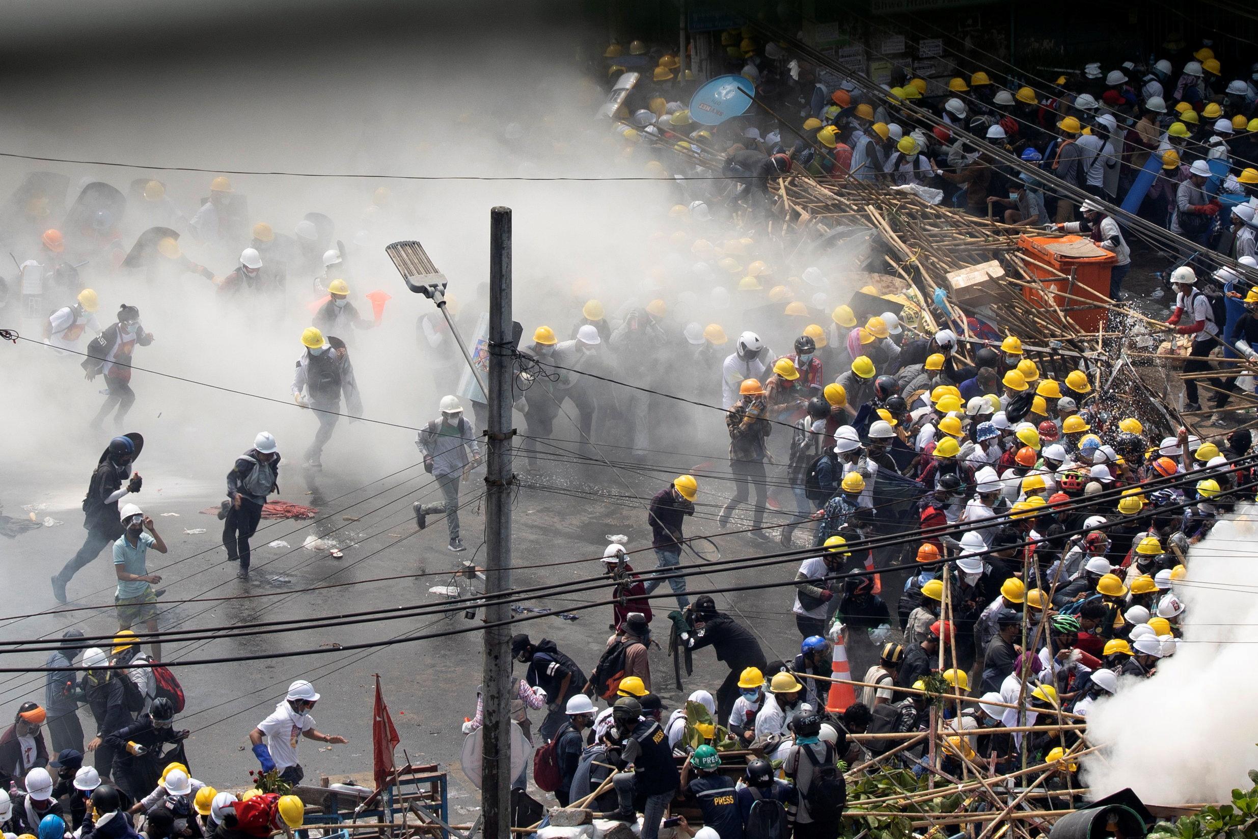 Μιανμάρ: Πυρά από την αστυνομία στους διαδηλωτές – Τρεις σοβαρά τραυματίες