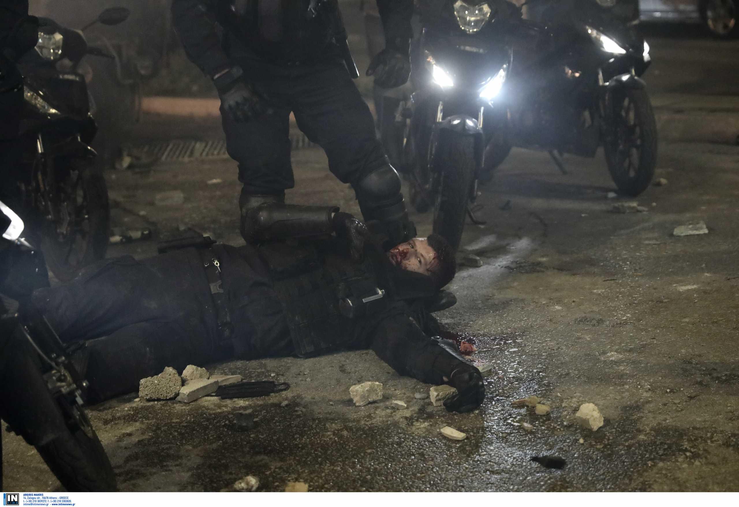Νέα Σμύρνη: Άλλα τρία εντάλματα σύλληψης για την επίθεση στον αστυνομικό – 13 άτομα στο «στόχαστρο»