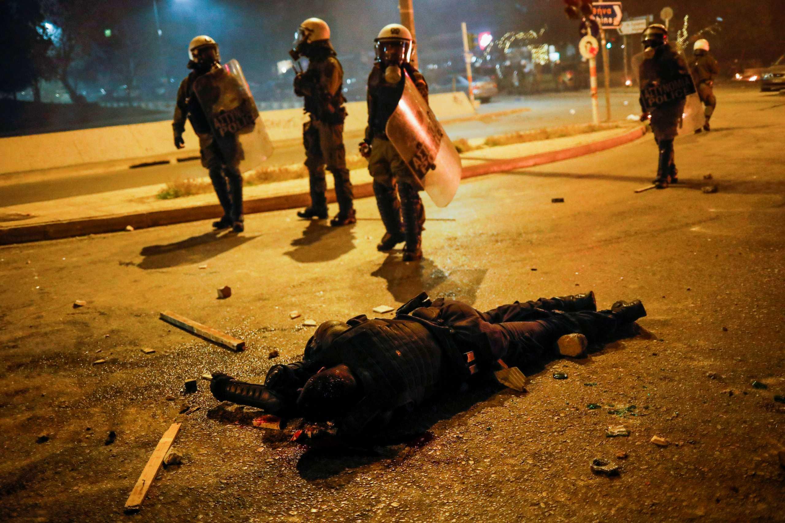 Νέα Σμύρνη: «Δεν ήθελαν να χτυπήσουν τον αστυνομικό αλλά να τον σκοτώσουν»