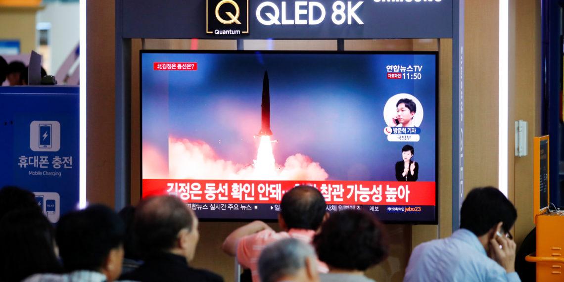 """Βόρεια Κορέα: Ο Κιμ """"το πάτησε"""" και εκτόξευσε πύραυλο """"αντιγραφή""""  του ρωσικού βαλλιστικού Iskander"""