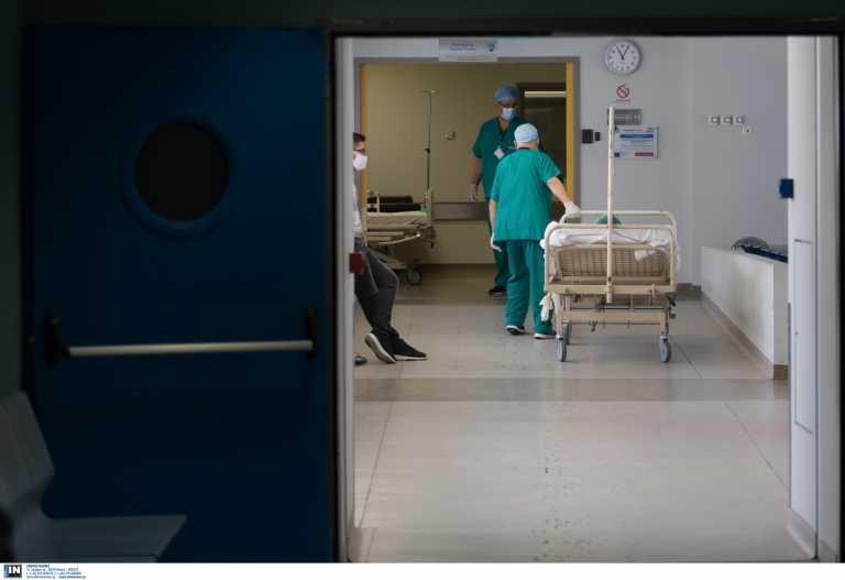 Κορονοϊός: Απόγνωση στα νοσοκομεία της Αττικής με εντατικές χωρίς κενά κρεβάτια – Το σχέδιο που θα δώσει το «φιλί της ζωής»